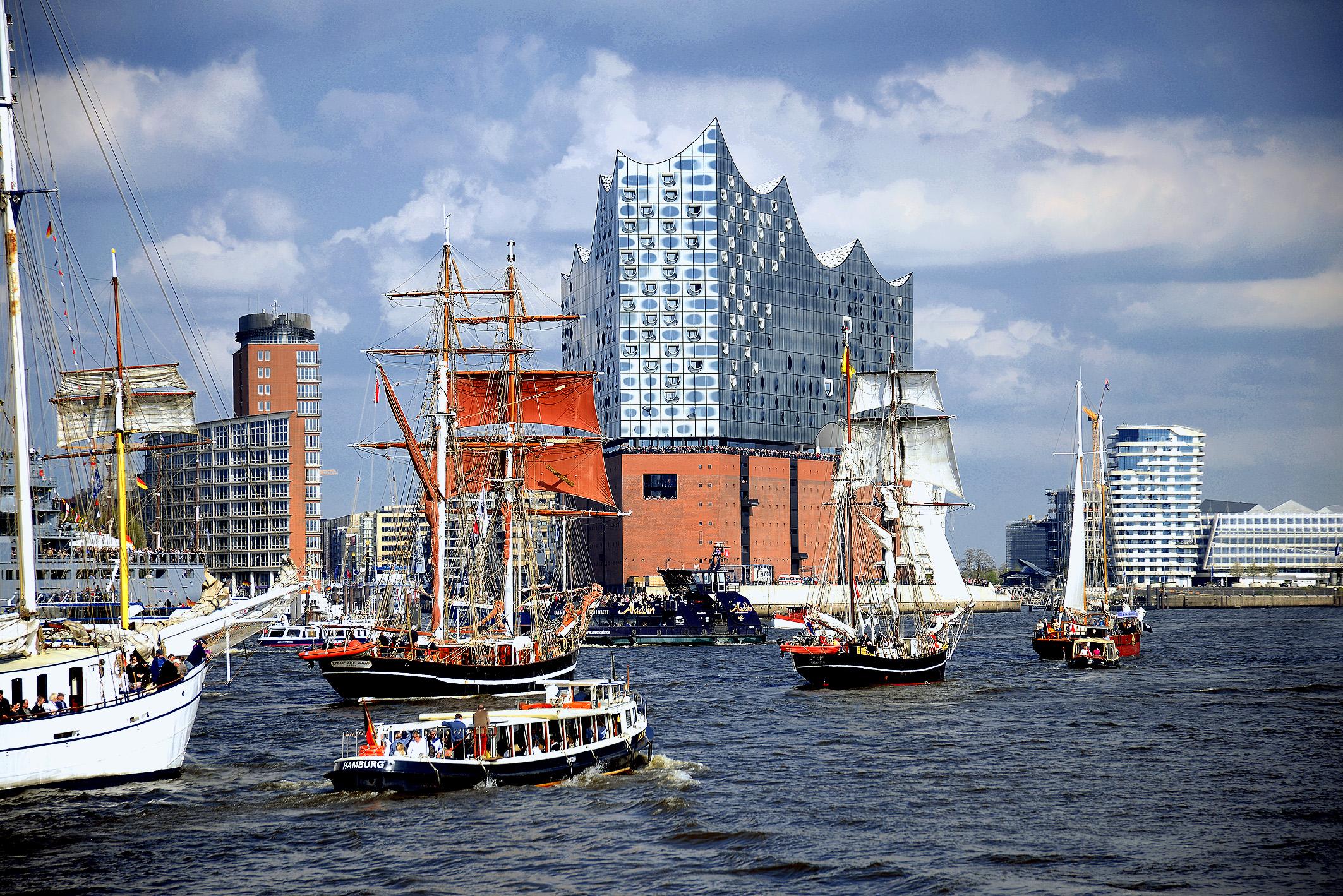 Erstmals ist die fertiggestellte Elbhilharmonie auf einem Hafengeburtstag zu bestaunen. Foto: Michael B. Rehders - Hamburg 2017
