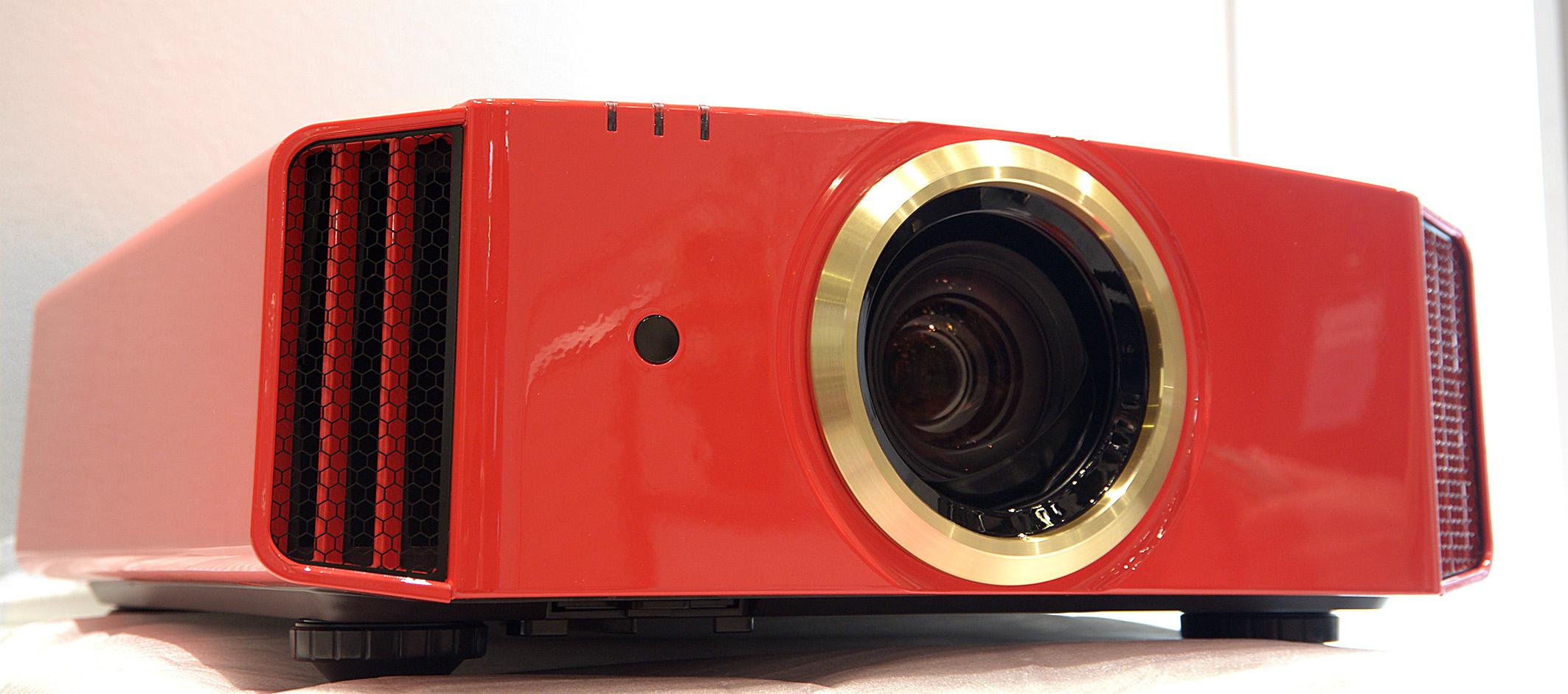 Foto: Michael B. Rehders JVC DLA-20LTD – Zum 20 Jährigen Jubiläum bringt JVC diese Sonderedition heraus. Hierbei handelt es sich um einen Full-HD-Projektor mit 4K-eShift, der auf dem DLA-X9900 aufbaut. Dank noch einmal selektierter Bauteile soll der DLA-20LTD das bestmögliche Bild projizieren unten den aktuellen Full-HD-Heimkinoprojektoren.