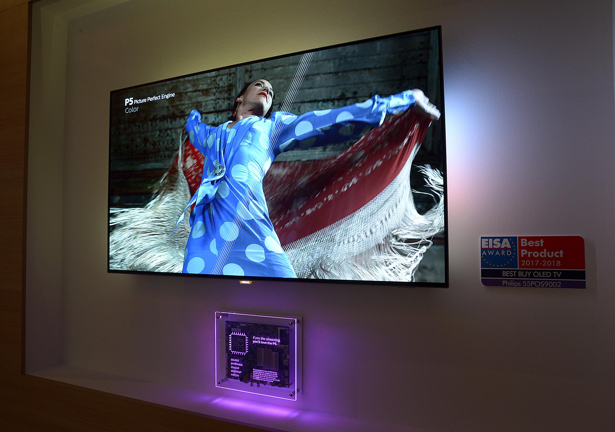 Foto: Michael B. Rehders Mit dem EISA-Award ausgezeichneter TV von Philips, unter dem ein Teil der Technik zu bestaunen ist.