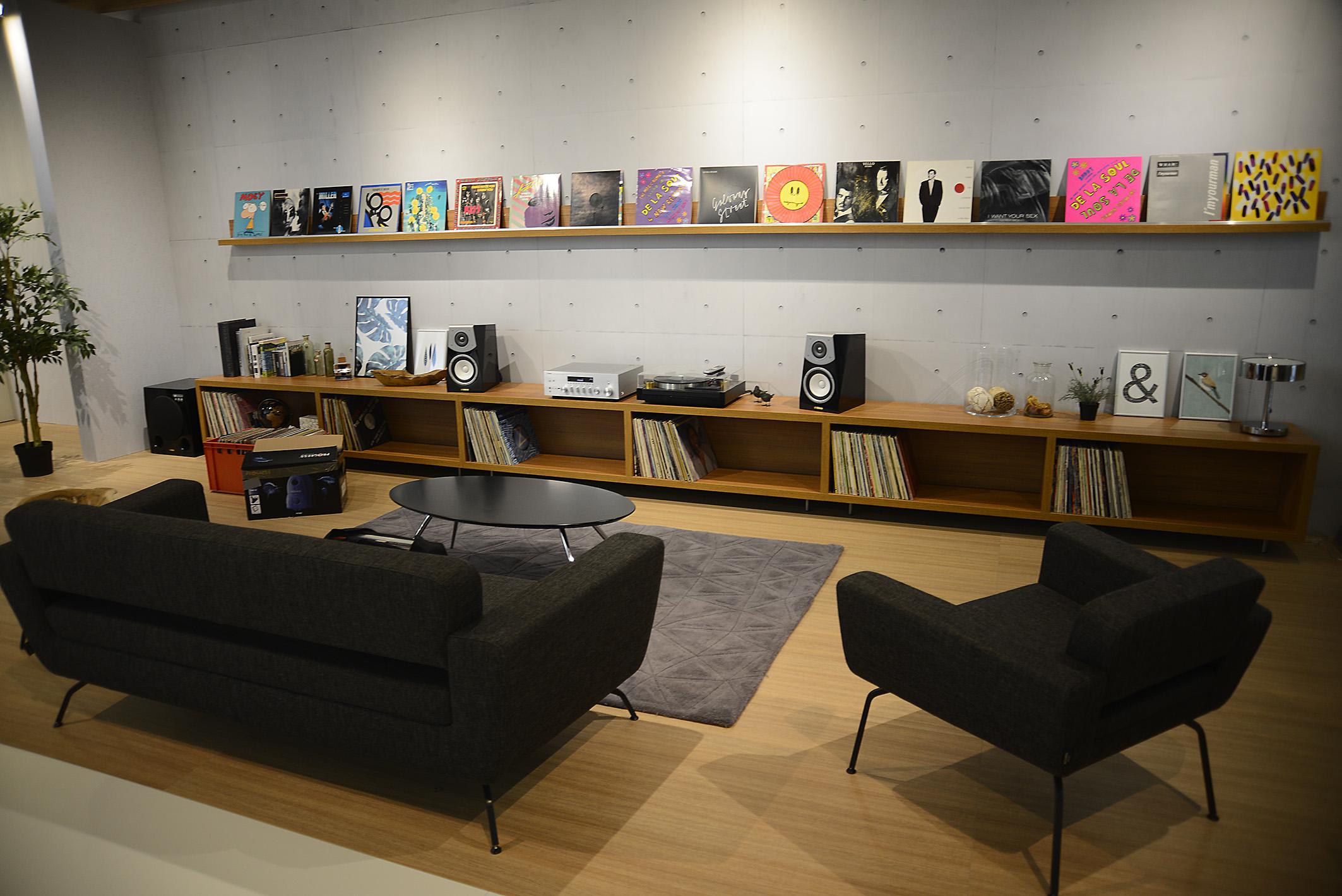 Foto: Michael B. Rehders Sollen es etwas dezentere Lautsprecher sein? Yamaha bietet für jeden Geschmack und Geldbeutel passende Produkte, um zu Hause Heimkino akustisch zu erleben.