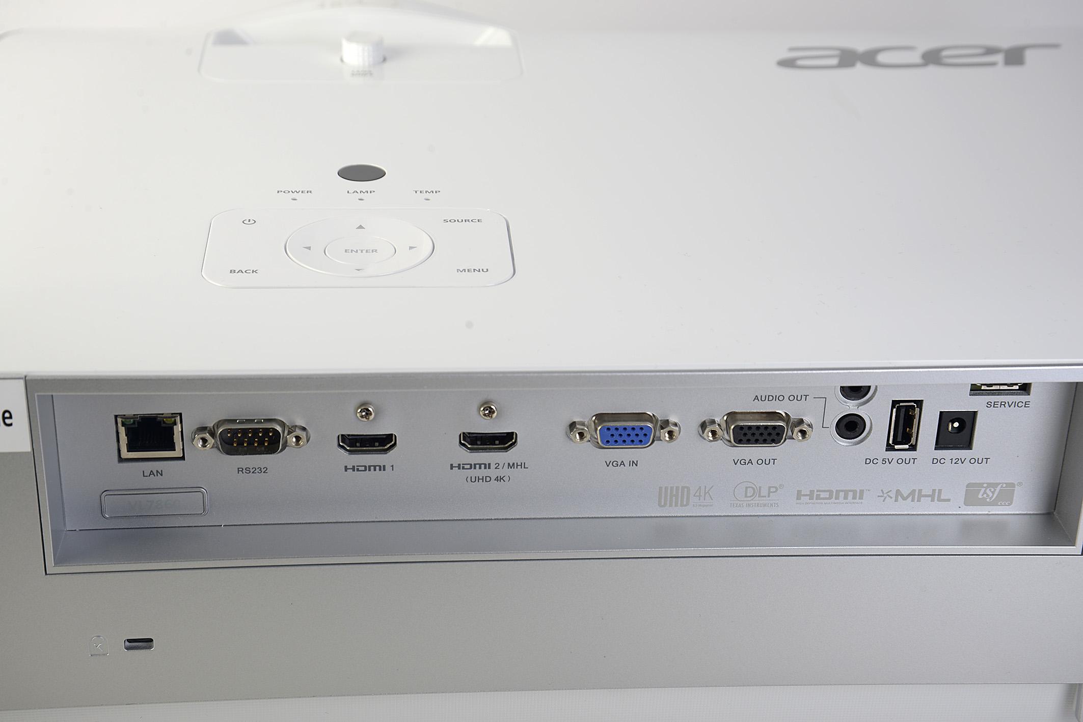 Foto: Michael B. Rehders Zwei HDMI-Anschlüsse und ein VGA-Port gestatten es, dass gleichzeitig ein DVB-T2-Receiver, ein Blu-ray-Player und ein PC mit dem VL7860 verbunden werden können.
