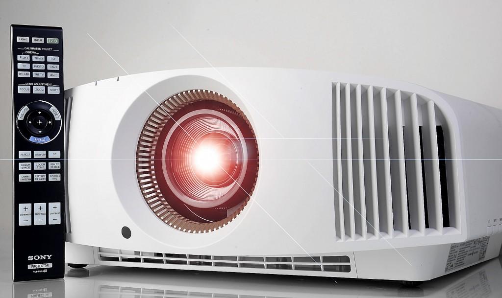 Sony VPL-VW520 - Projektor mit Fernbedienung - Lens-Flare - Foto Michael B. Rehders_MBR2649