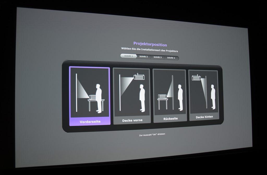 Direkt nach dem ersten Einschalten wird der Nutzer Schritt für Schritt durch das Installationsmenü geführt. Nach wenigen Minuten kann der Filmspaß bereits beginnen.