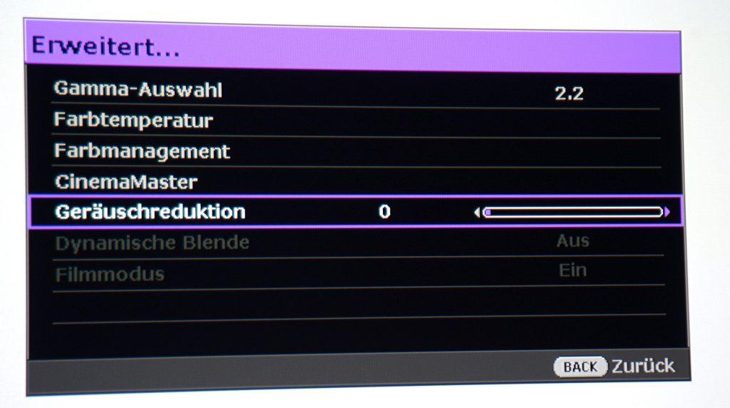 """Im Bildmenü """"Erweitert…"""" die """"Gamma-Auswahl"""" auf 2.2 setzen und die """"Geräuschreduktion"""" auf 0. Danach auf """"Farbtemperatur"""" klicken."""