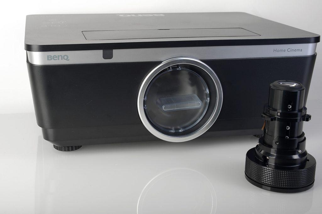 BenQ W8000 und Standard-Zoom-Objektiv Foto: Michael B. Rehders
