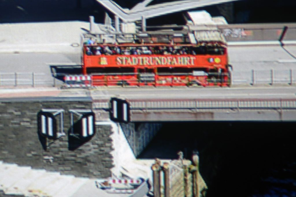 epson-eh-tw9300w-screenshot-hamburg-panorama-ausschnitt-fhd-mit-eshift