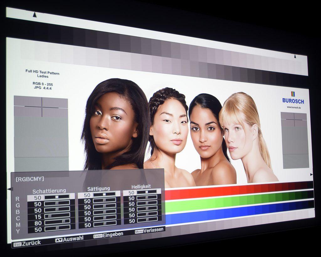 epson-eh-tw9300w-screenshot-ladies-mit-cine4home-lp-filter