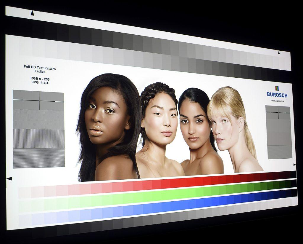 epson-eh-tw9300w-screenshot-ladies-ohne-cine4home-lp-filter