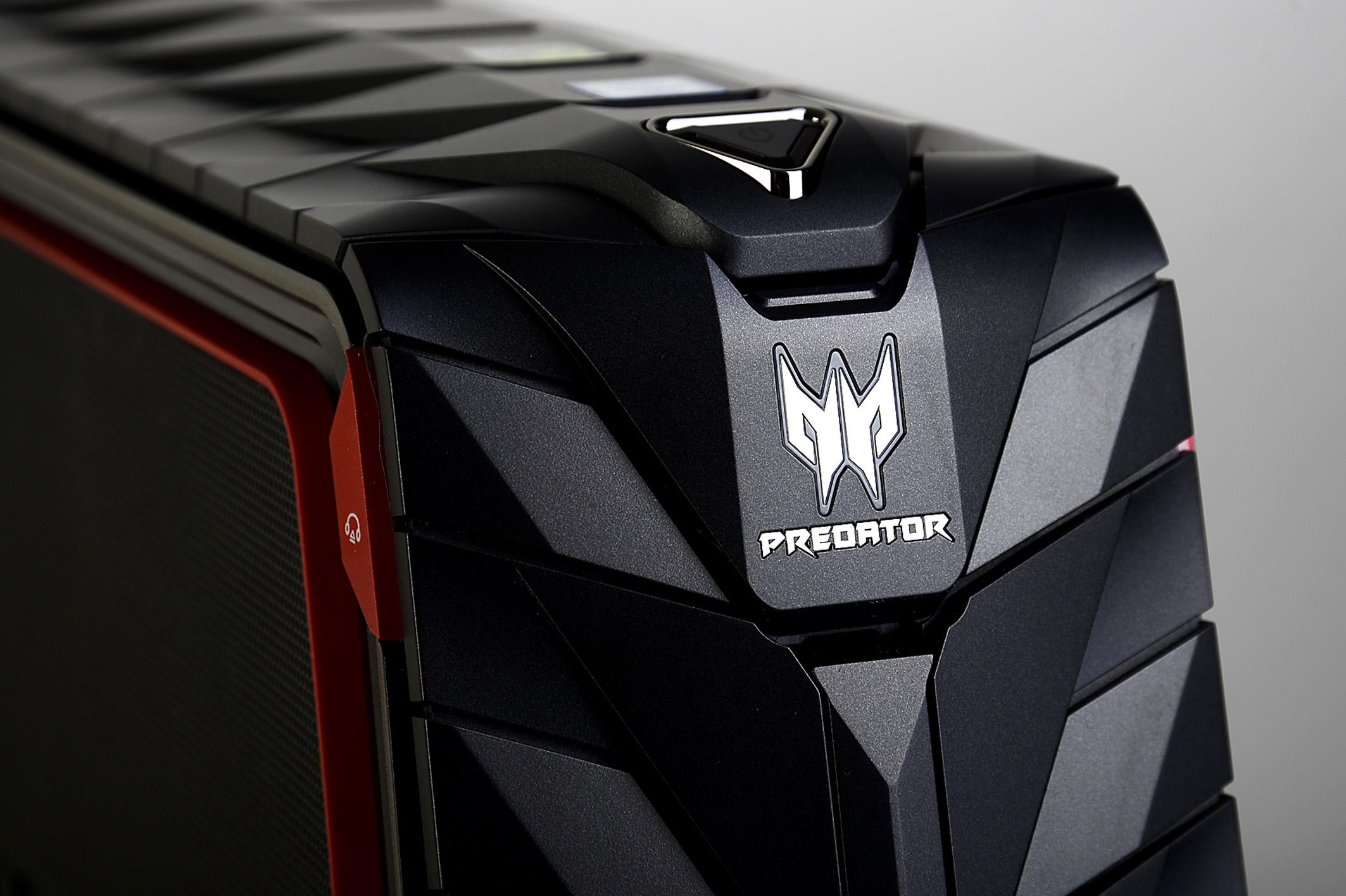 Über dem beleuchteten Predator-Logo sitzt der Ein/Ausschalter, so dass ein Knopfdruck genügt, damit der Spiele-Spaß beginnen kann. Darüber hinaus ist der Predator G1 vortrefflich verarbeitet. Foto: Michael B. Rehders