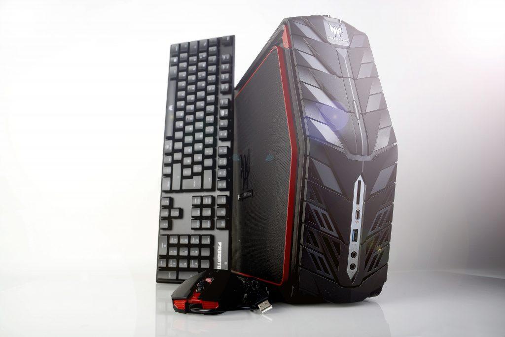 Der Predator G1 wird komplett mit Tastatur und Maus geliefert. Foto: Michael B. Rehders