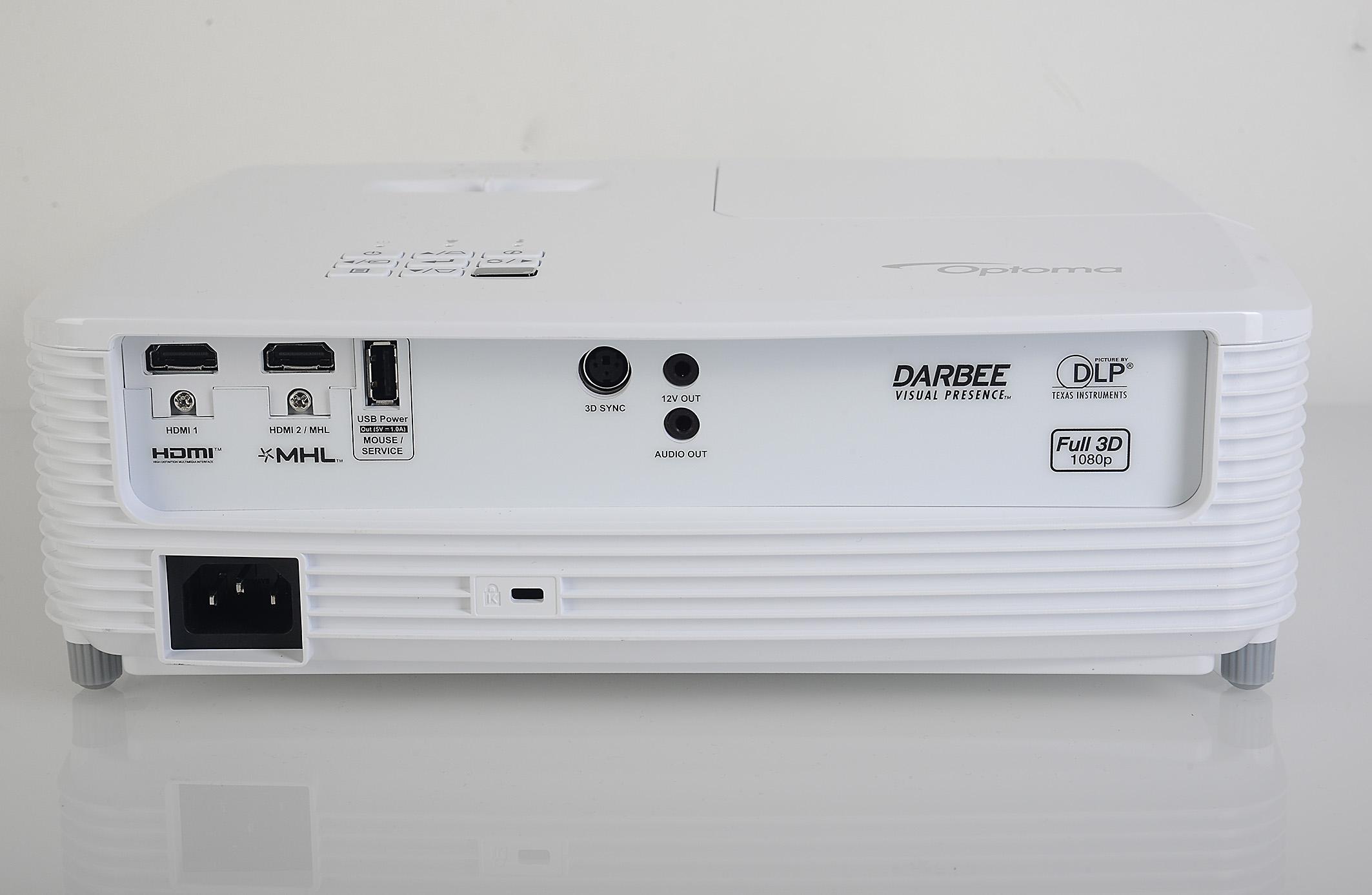 Foto: Michael B. Rehders - Gleich zwei HDMI-Anschlüsse befinden sich auf der Rückseite. Einer davon ist MHL-fähig. Mit dem 3D-Sync kann ein externer 3D-Funk-Sender verbunden werden. Wirklich notwendig ist das aber nicht, weil 3D via Rot-Blitz im Projektor bereits integriert ist und hervorragend funktioniert – und das sogar mit flimmerfreien 144 Hz (Triple Flash).