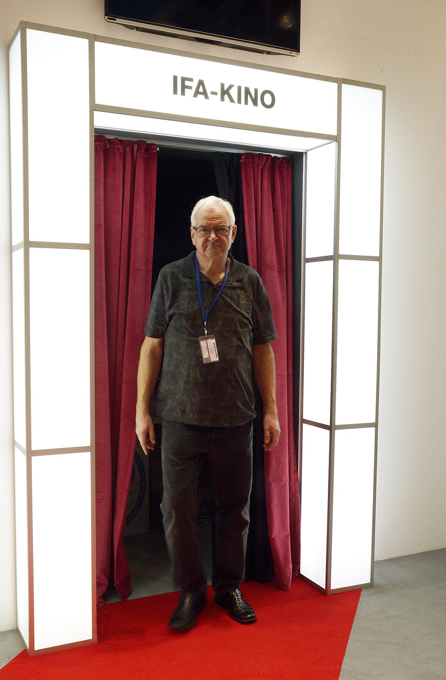 Foto: Michael B. Rehders Leider noch nicht fertig. Das IFA-KINO. Trotzdem beantwortet mir Peter Hess alle Fragen meine Fragen.