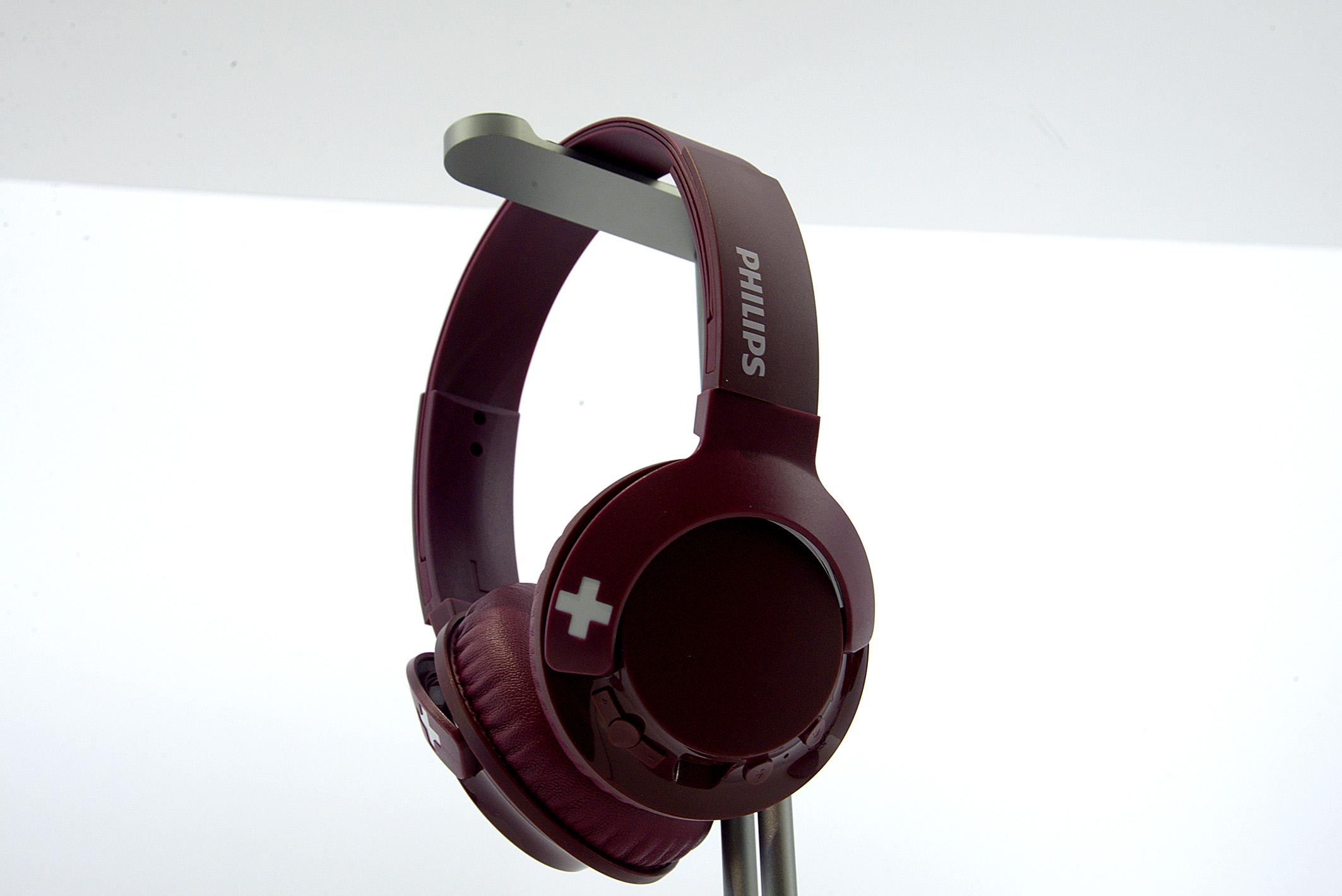 Foto: Michael B. Rehders Um abends ungestört Musik und Filmen zu lauschen, bietet Philips diesen Kopfhörer an.
