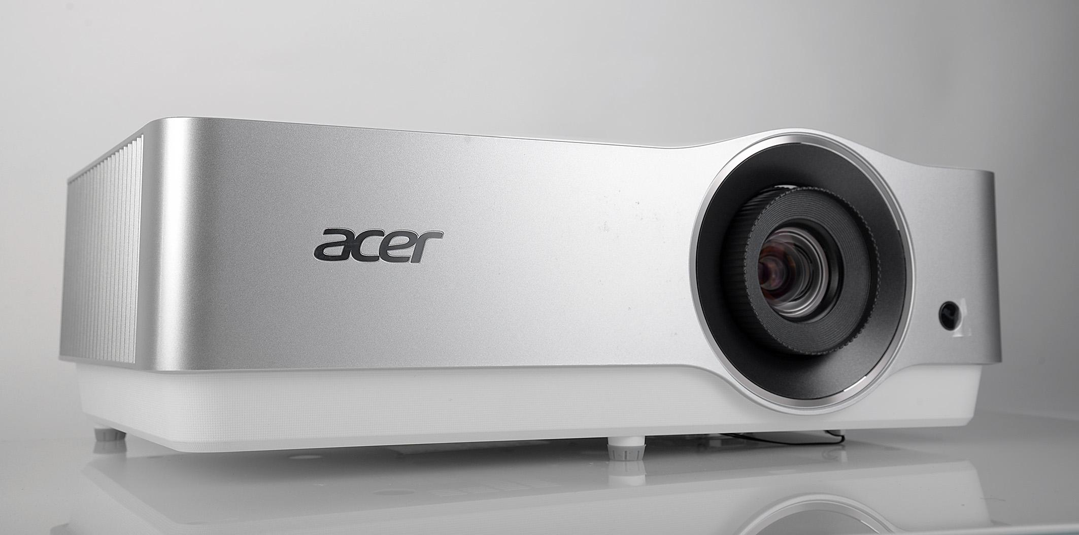 Foto: Michael B. Rehders Der Acer VL7860 ist ein angenehm kleiner Laser-Projektor.