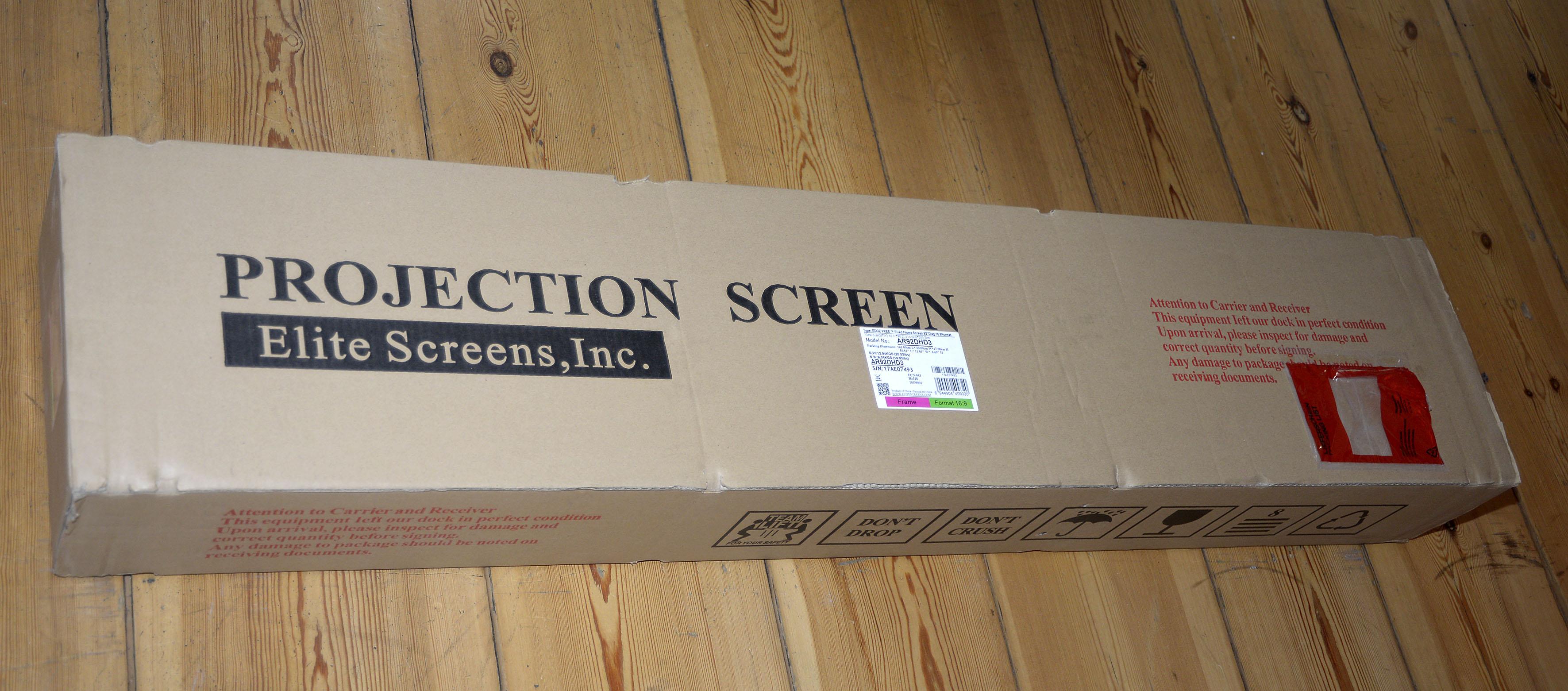 Foto: Michael B. Rehders Gut verpackt wird die Leinwand bis ins Wohnzimmer geliefert.