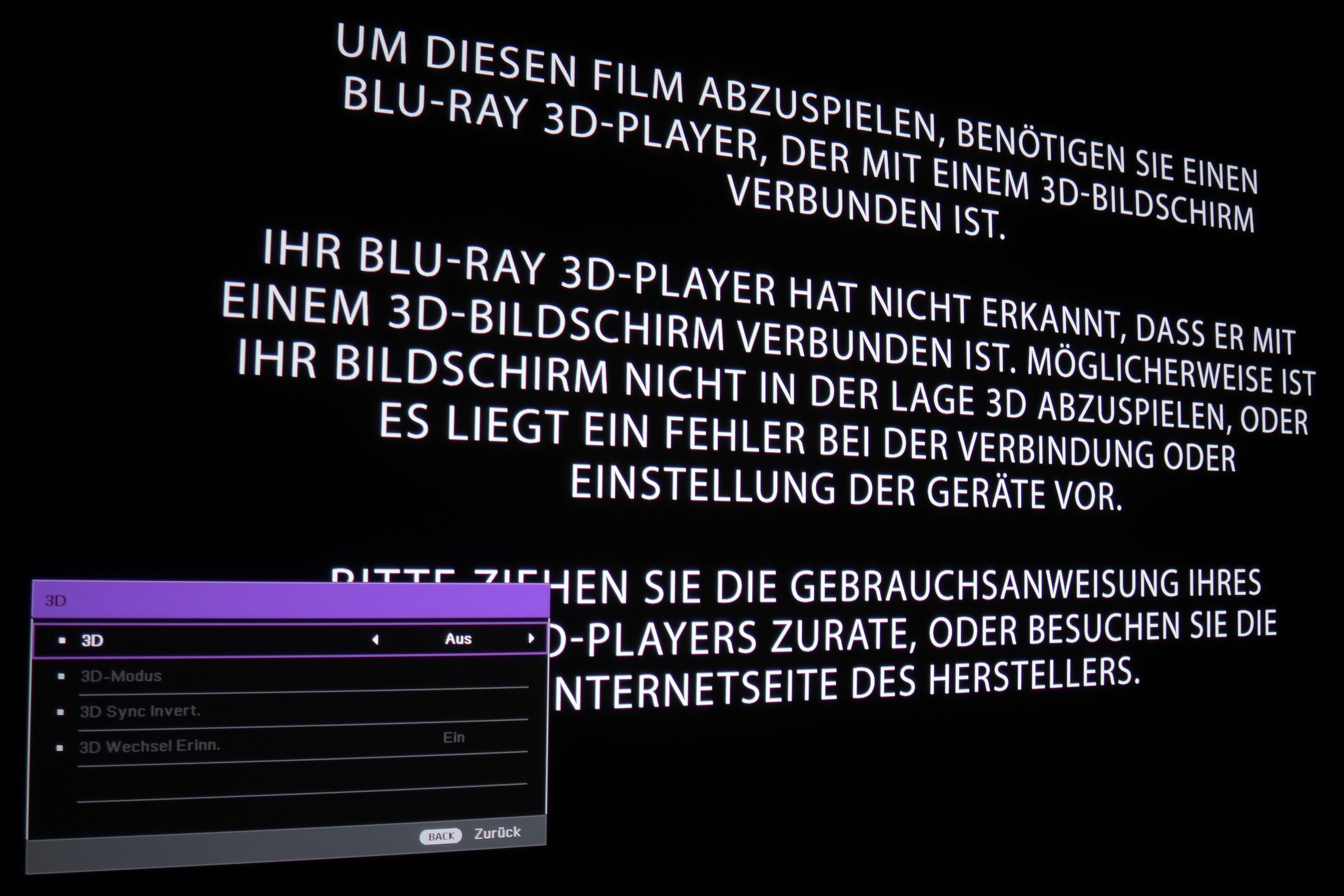 """Bevor eine 3D-Version gestartet werden kann, muss im Menü des BenQ TK800 händisch 3D auf """"Ein"""" geschaltet werden. Nach Beendigung muss das 3D-Feature auf """"Aus"""" geschaltet werden, damit wieder 4K mit XPR-Shift genutzt werden kann. Wird im Menü 3D deaktiviert, während der dreidimensionale Film gerade läuft, zeigt der BenQ TK800 den Film in 2D."""