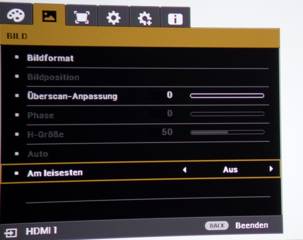 """XPR-Shift ausschalten Im On-Screen-Menü gibt es unter """"Bild"""" den Reiter """"Am leisesten"""". Wird dieser auf """"Ein"""" geschaltet, werdeb Filme mit ihrer zugespielten Originalwiedergabefrequenz projiziert."""