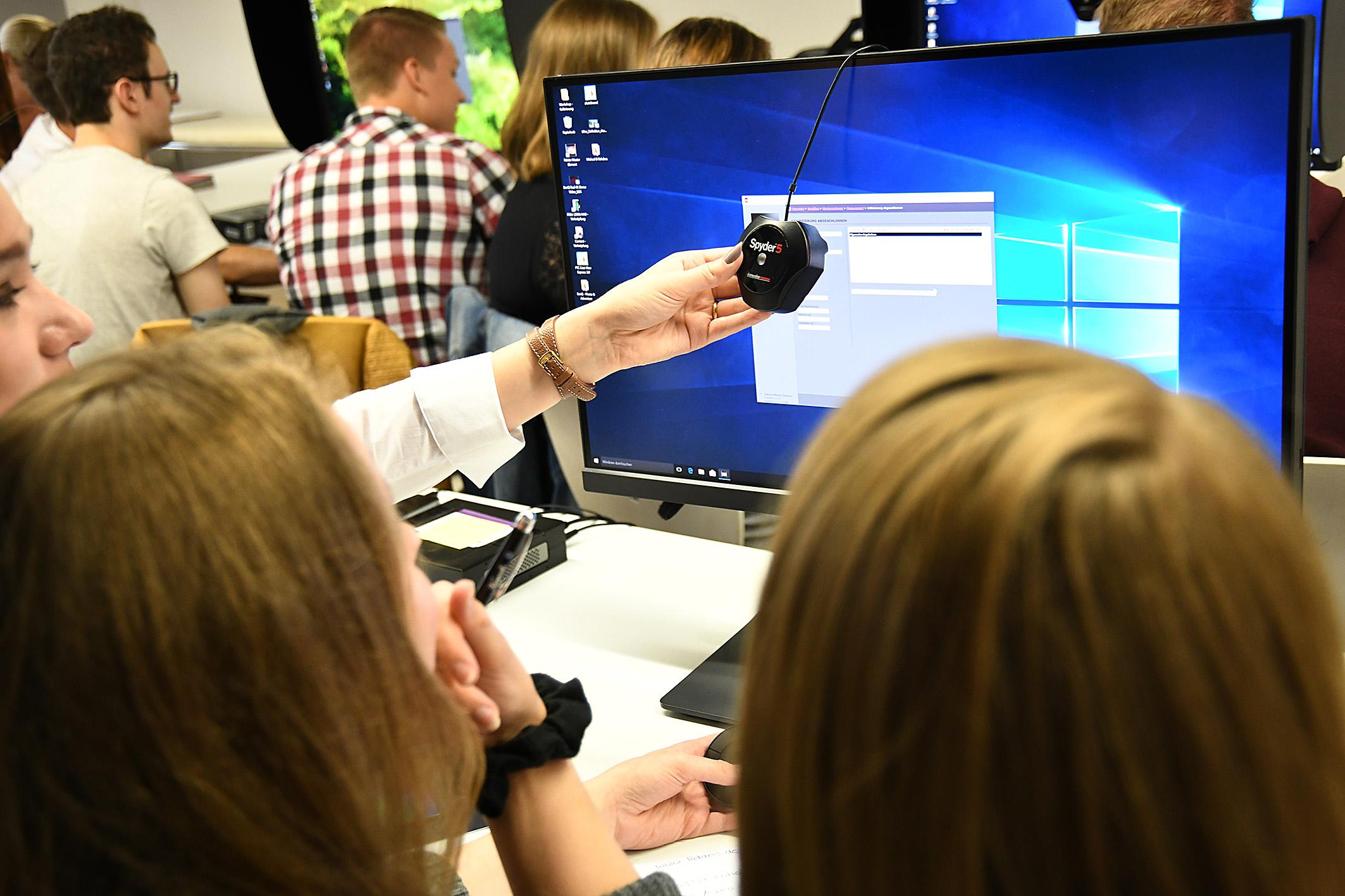 Foto: Michael B. Rehders - Gleich mehrere Sensoren standen den Studenten und Studentinnen zur Verfügung. Darunter die Modelle Spyder 5 und i1Pro.