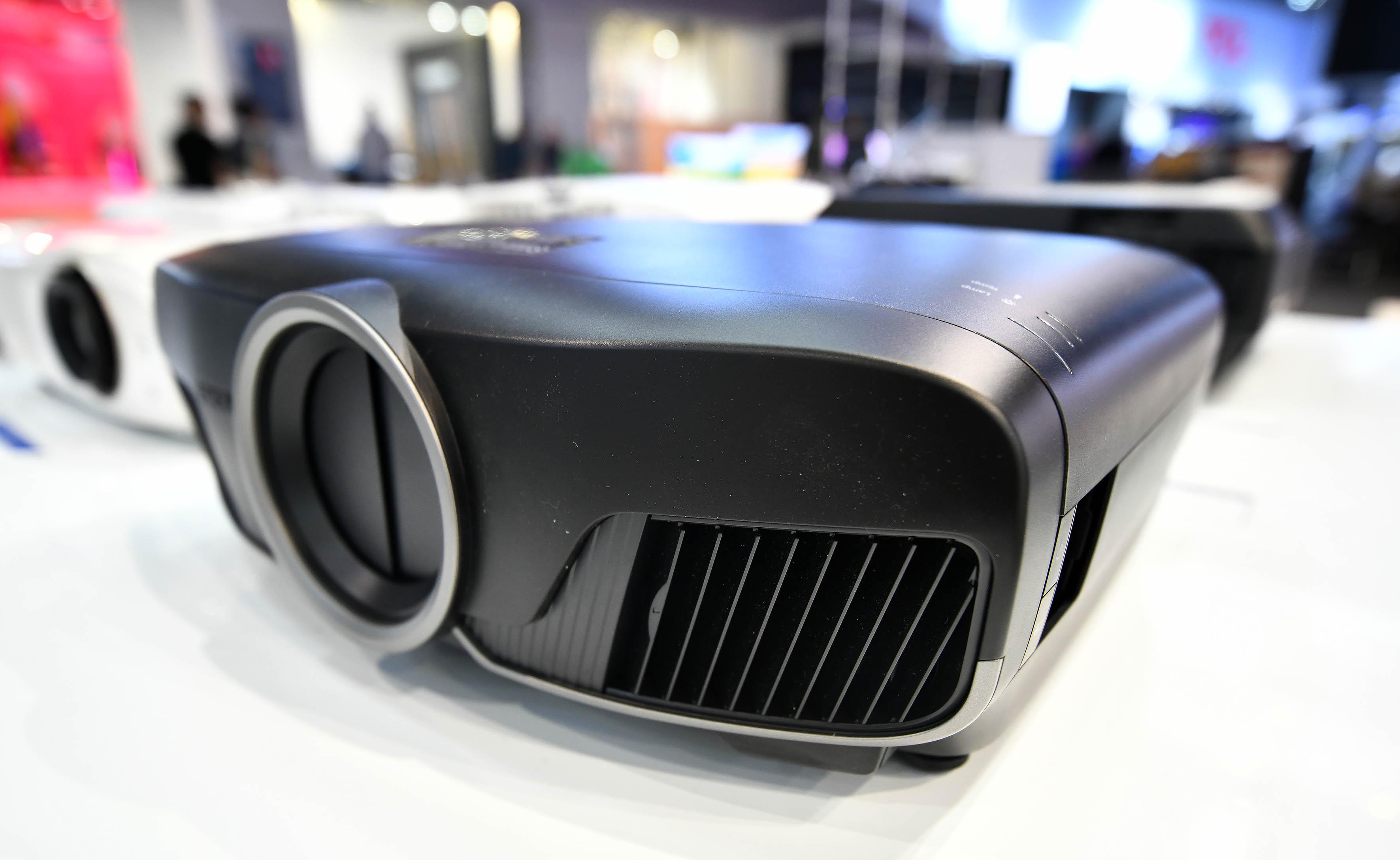Foto: Michael B. Rehders Der Epson EH-TW9400 sieht in Schwarz richtig schick aus.