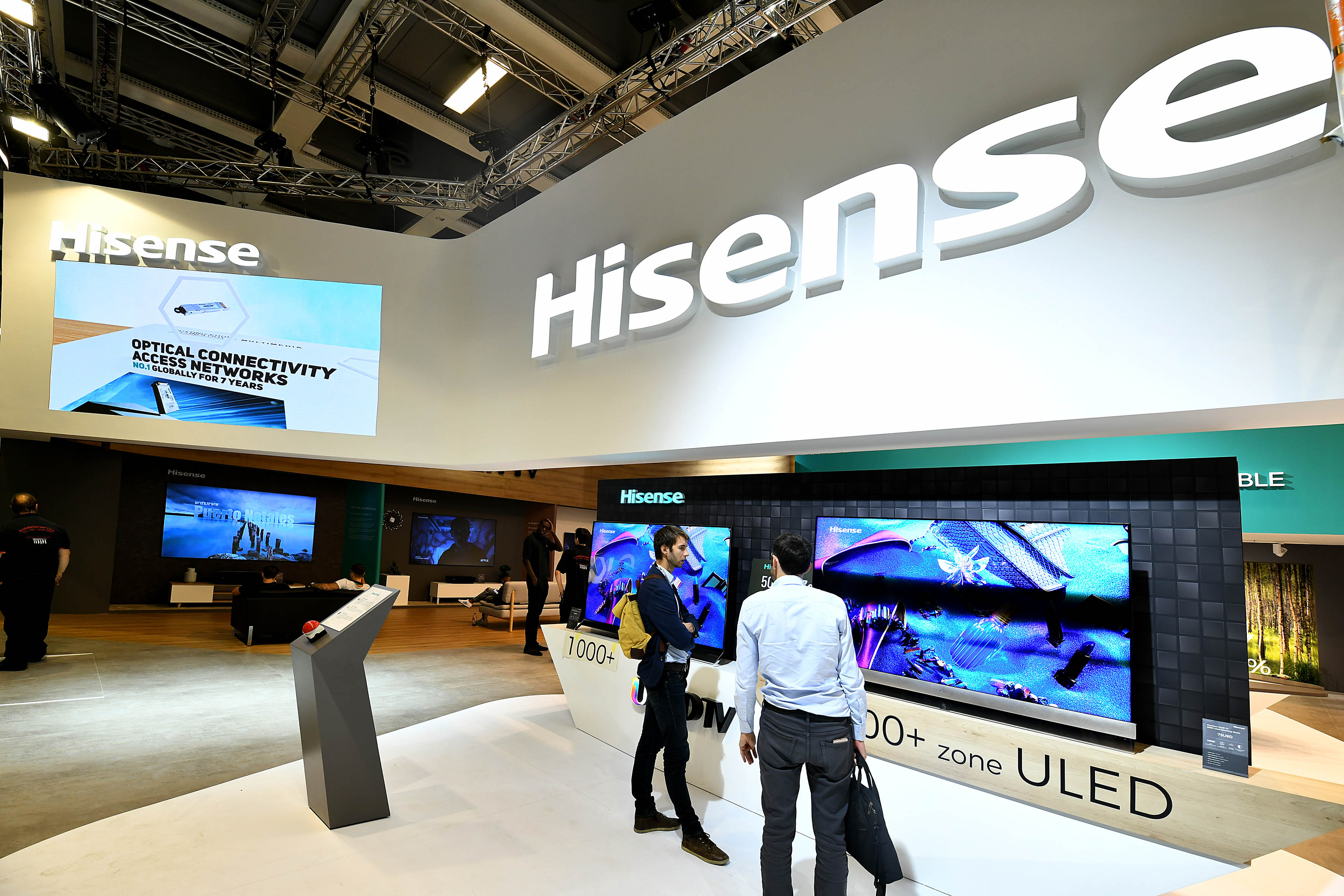 Foto: Michael B. Rehders Hisense zeigt TV-Geräte ohne Ende mit prächtigen Farben.