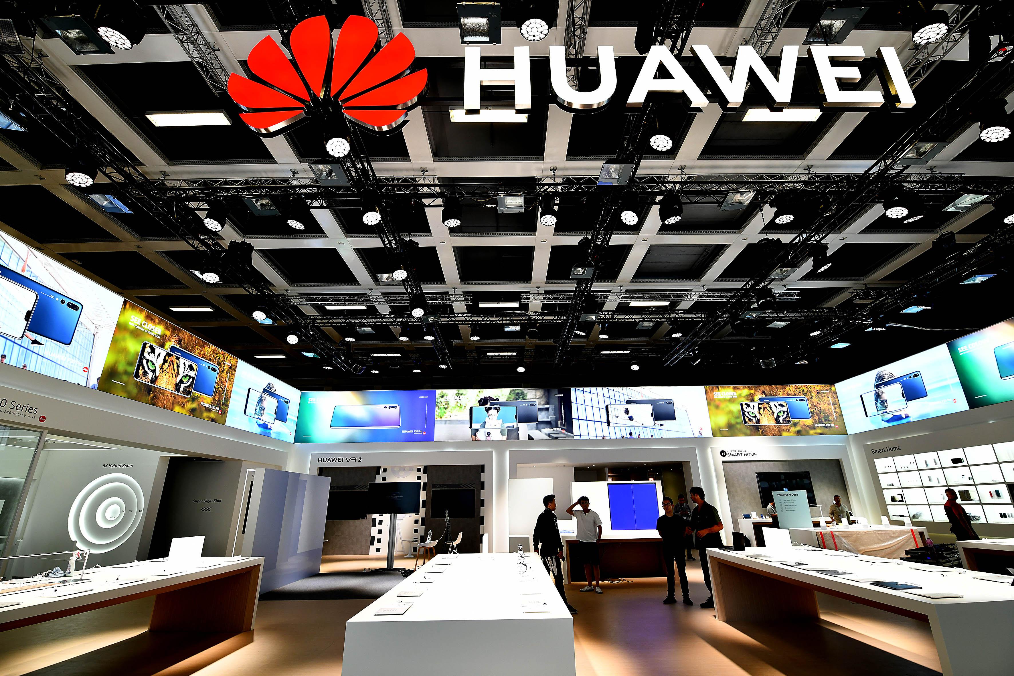 """Foto: Michael B. Rehders Gleich nebenan wartet Huawei (wird """"wawei"""" ausgesprochen) mit seinen neuen Smartphones auf. Mir hat es der P20 Pro angetan, ob seiner fantastischen Foto- und Filmqualität."""