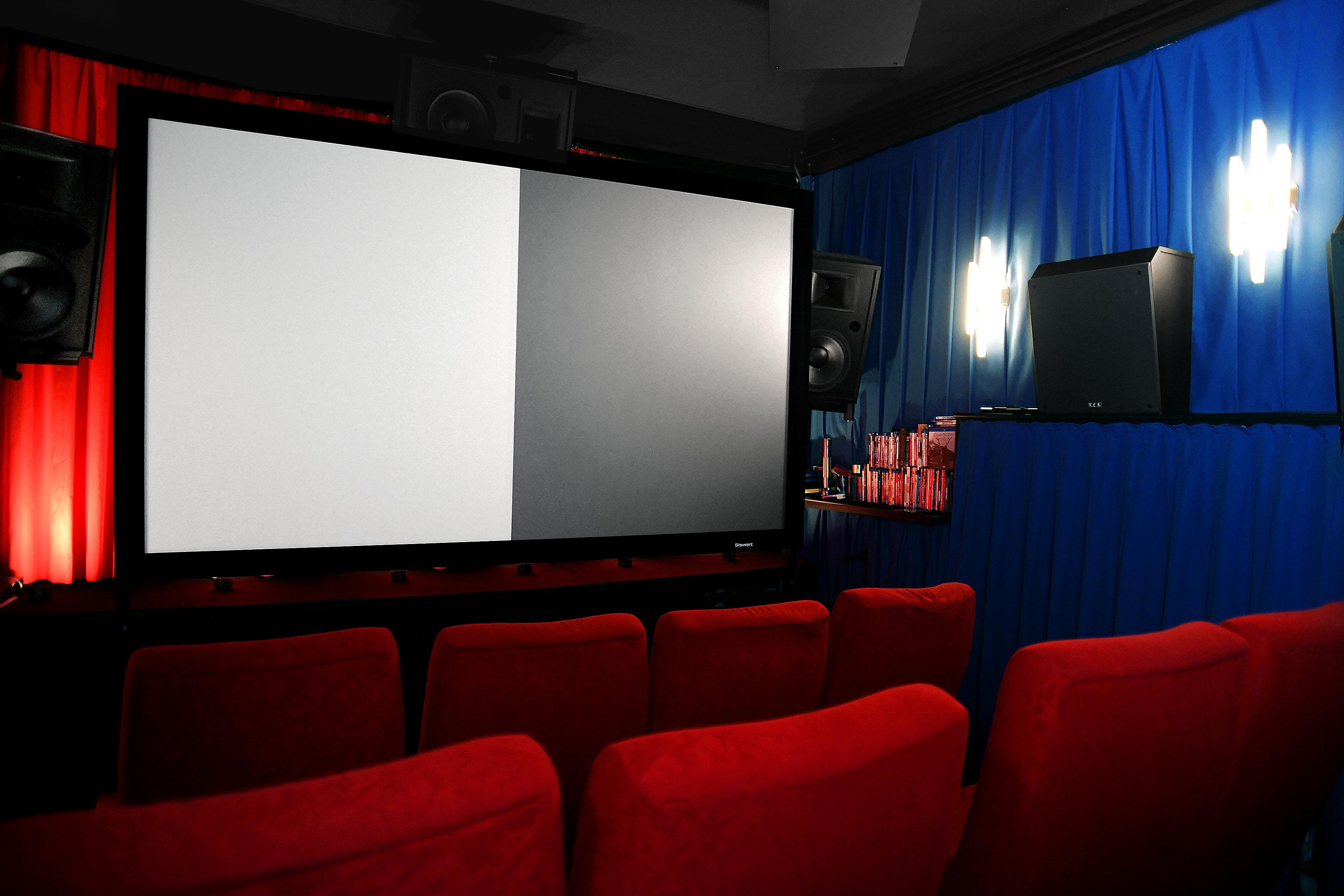 Foto: Michael B. Rehders Die Splitscreen-Leinwand von Stewart wird unter optimalen Bedingungen durchgemessen – in meinem Screening Room.