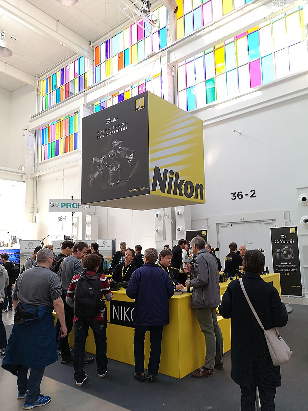 Foto: Michael B. Rehders - Im Mittelpunkt der Messehalle: Nikon!