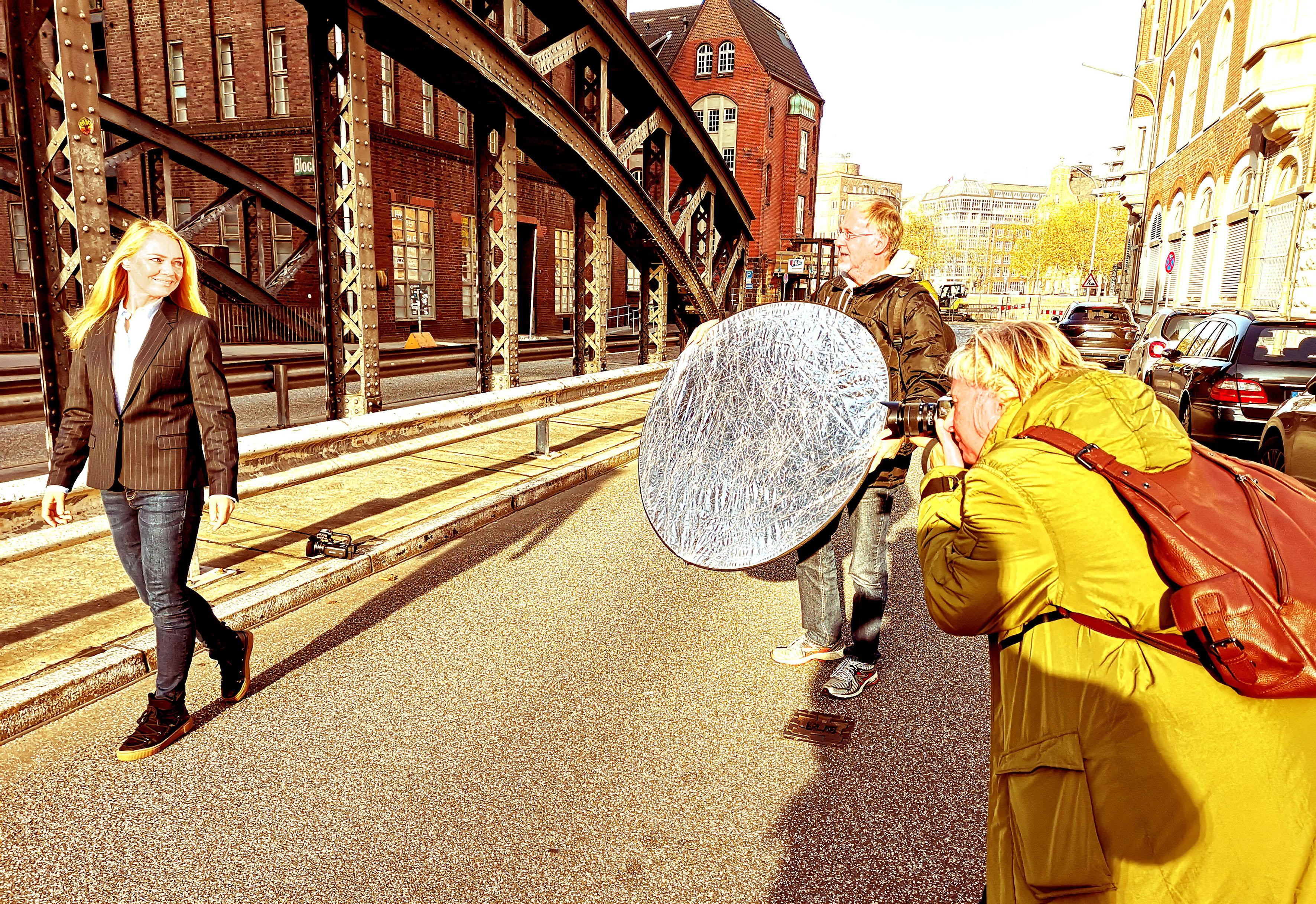 Foto: Michael B. Rehders - Nach einer kurzen Einführung fotografiert die Gewinnerin des Fotowettbewerbs, Bianca, mit großer Leidenschaft.