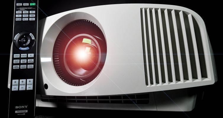 Der Sony VPL-VW270ES gleicht seinem Vorgängermodell fast wie ein Ei dem anderen.