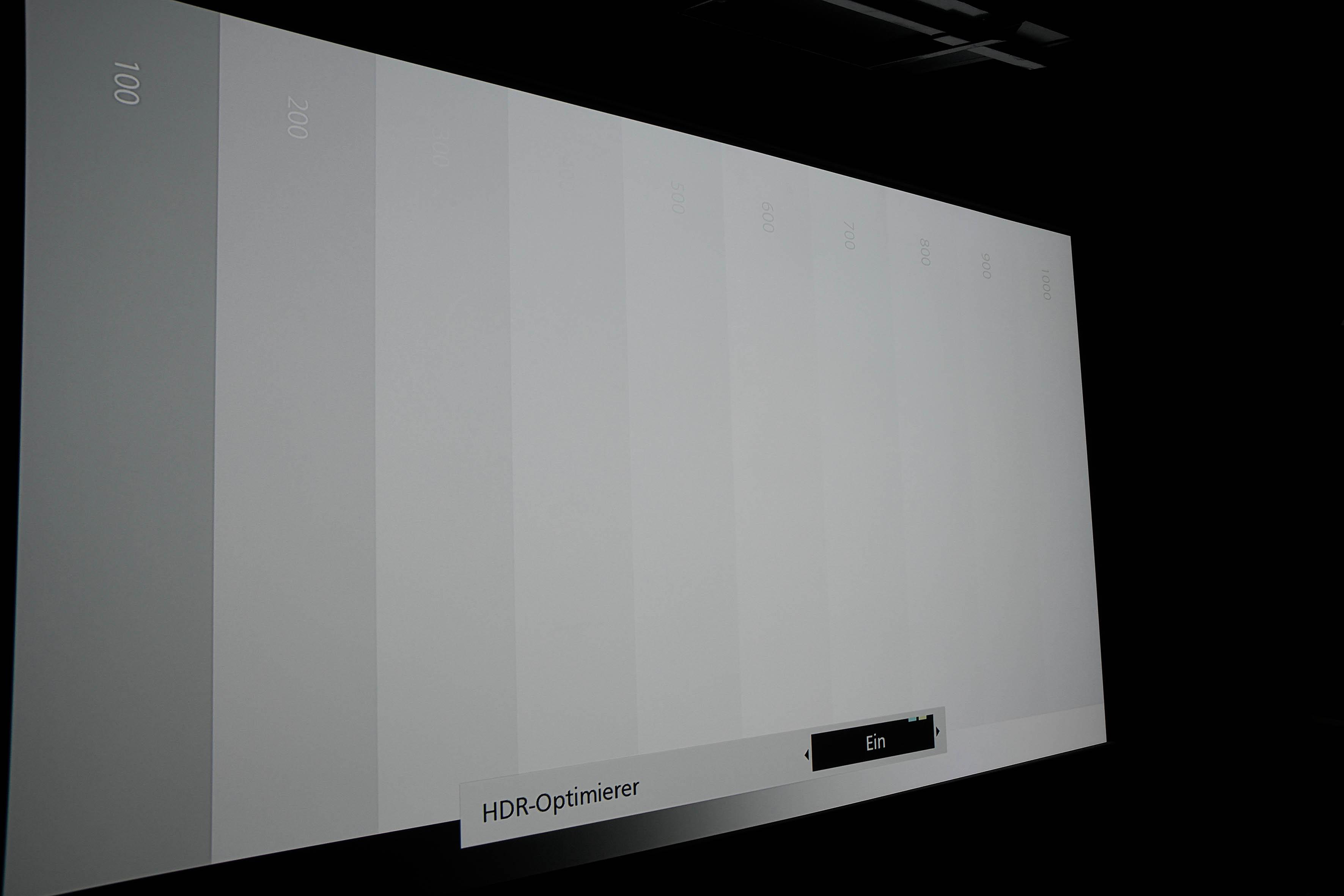 Sofort sind mehr Abstufungen in der Grautreppe zu erkennen. Bis 1000 Nits werden alle Wertebereiche dargestellt.