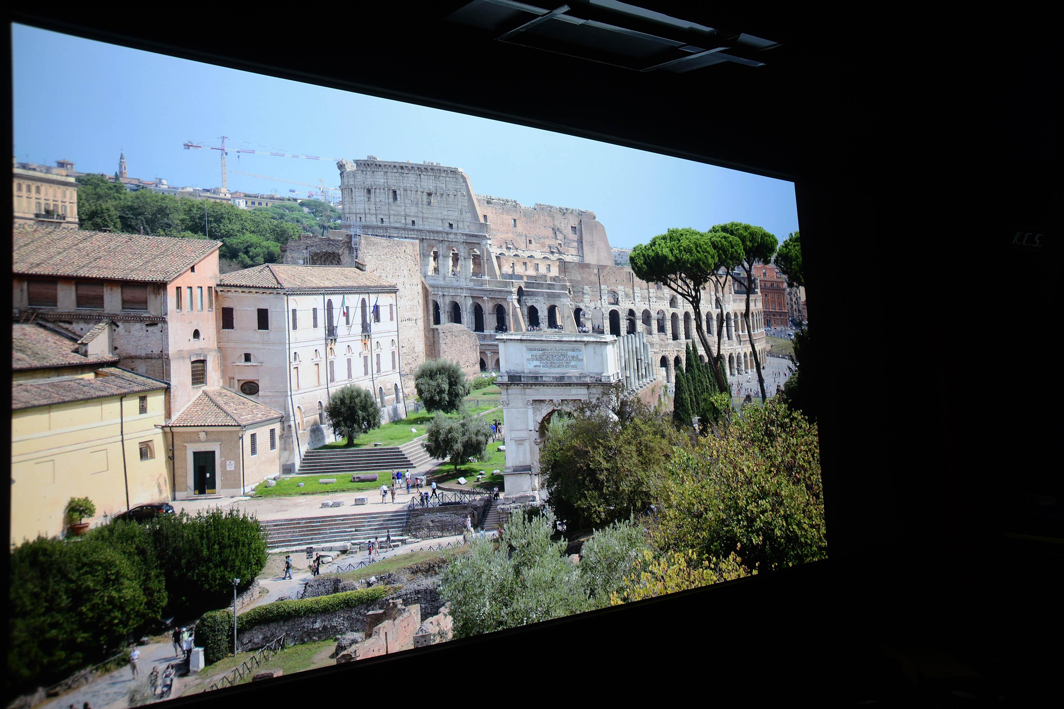 Originalaufnahme: Michael B. Rehders Die Panoramaaufnahme zeigt im Hintergrund das Kolosseum in Rom.