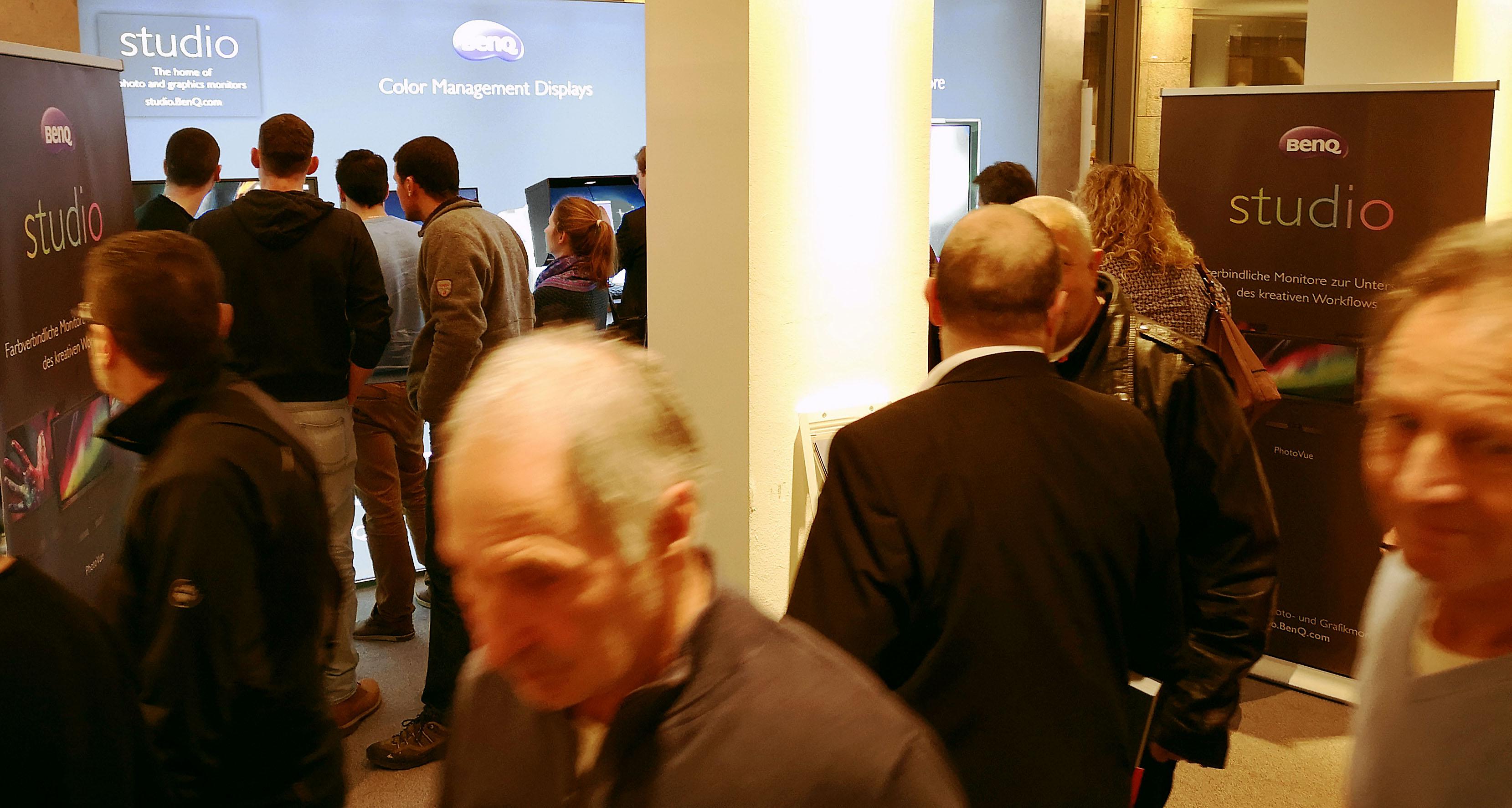 Foto: Michael B. Rehders - Nach dem Seminar fanden sich zahlreiche Besucher bei BenQ ein, um unter Anleitung selbst eine Hardwarekalibrierung durchzuführen.