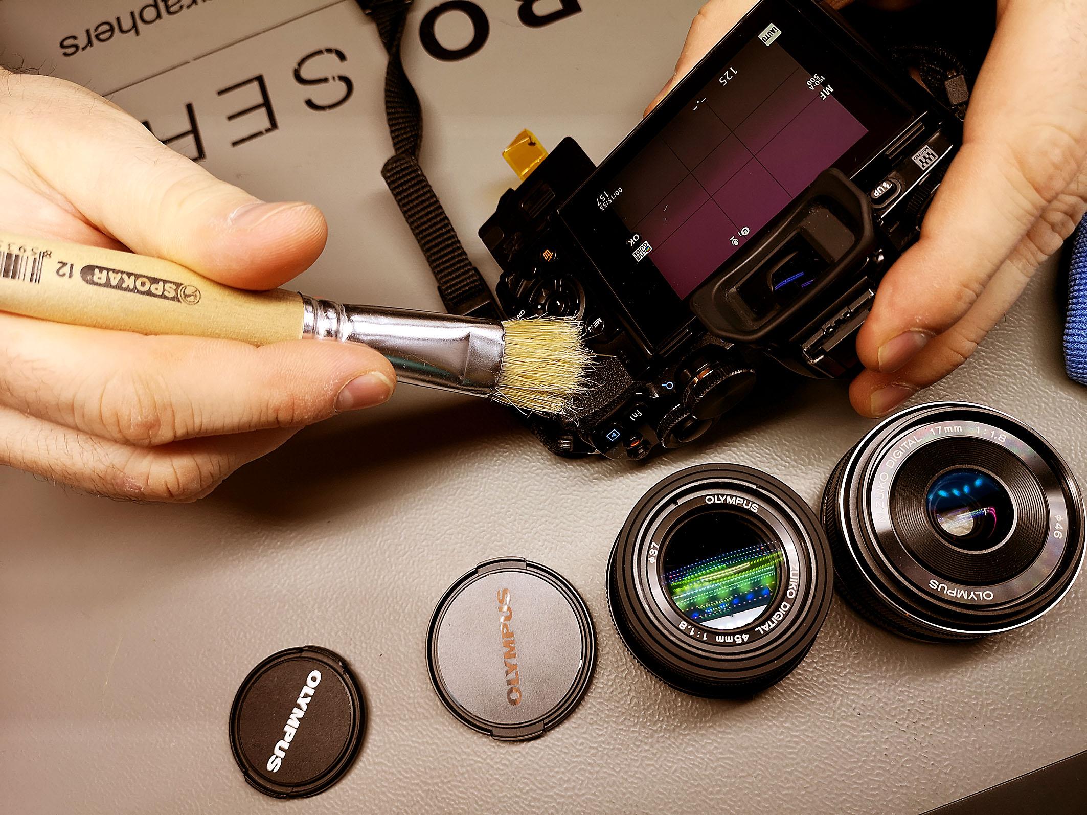 Foto: Michael B. Rehders - Olympus hatte ein Reinigungsteam vor Ort, die mitgebrachte Kameras kostenlos säuberten.