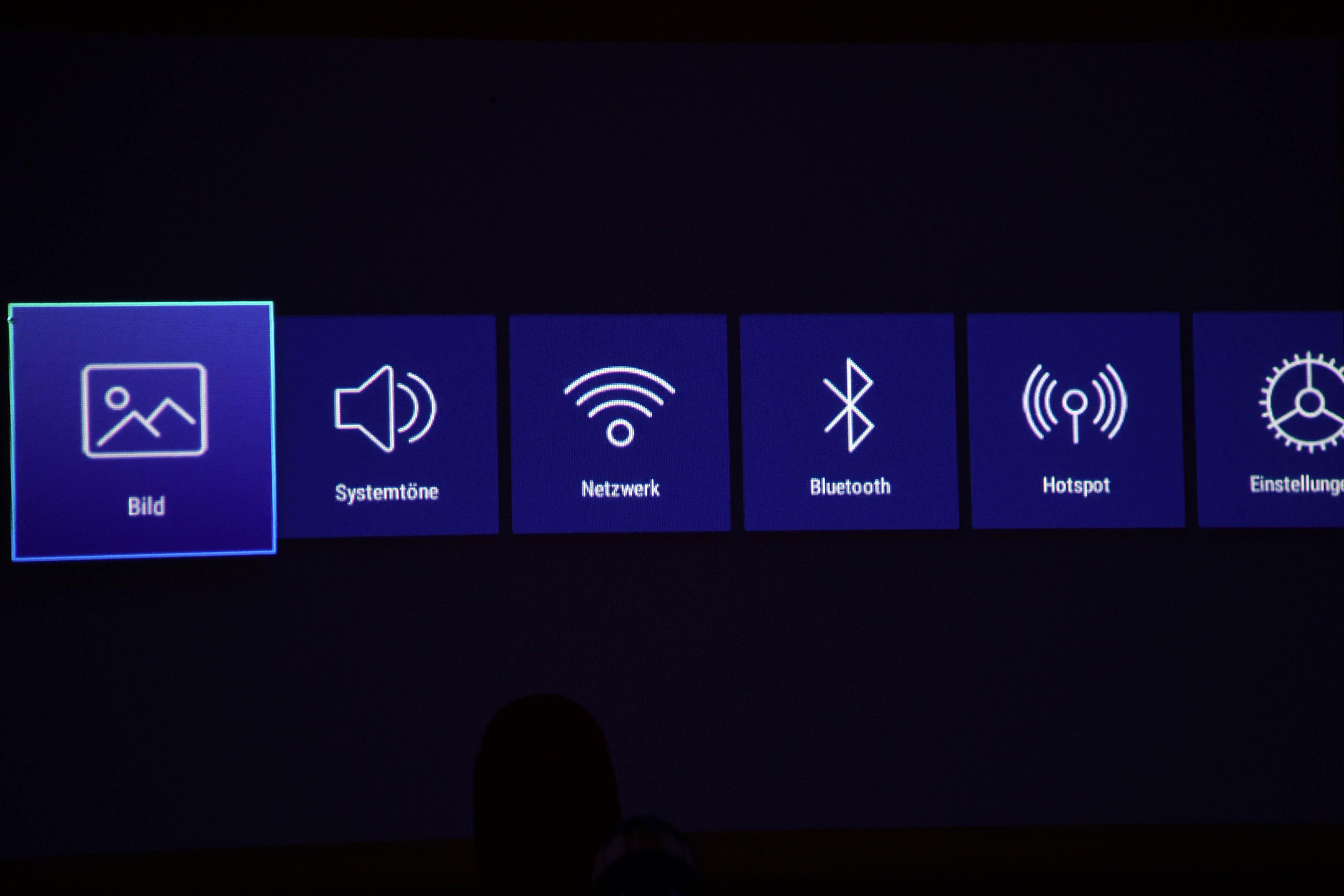 Foto: Michael B. Rehders Das On-Screen-Menü ist sehr übersichtlich und selbsterklärend mit passenden Symbolen strukturiert.