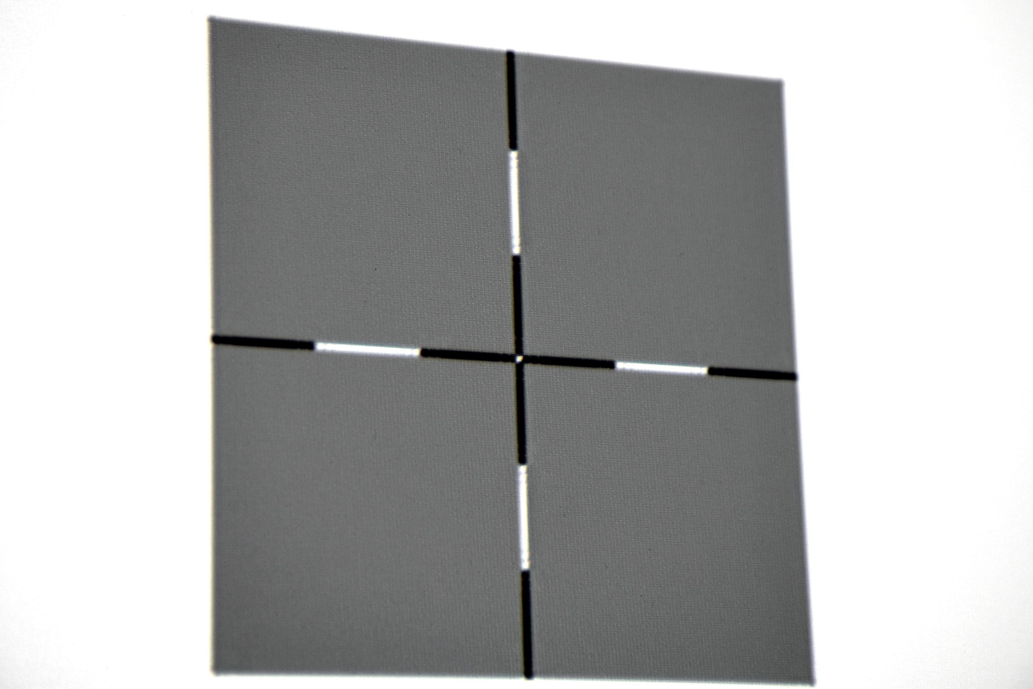 4K-Auflösung – Fadenkreuz: Das Fadenkreuz weist nach minimaler Konvergenzkorrektur (Rot/Blau jeweils +1) keine Farbsäume auf.