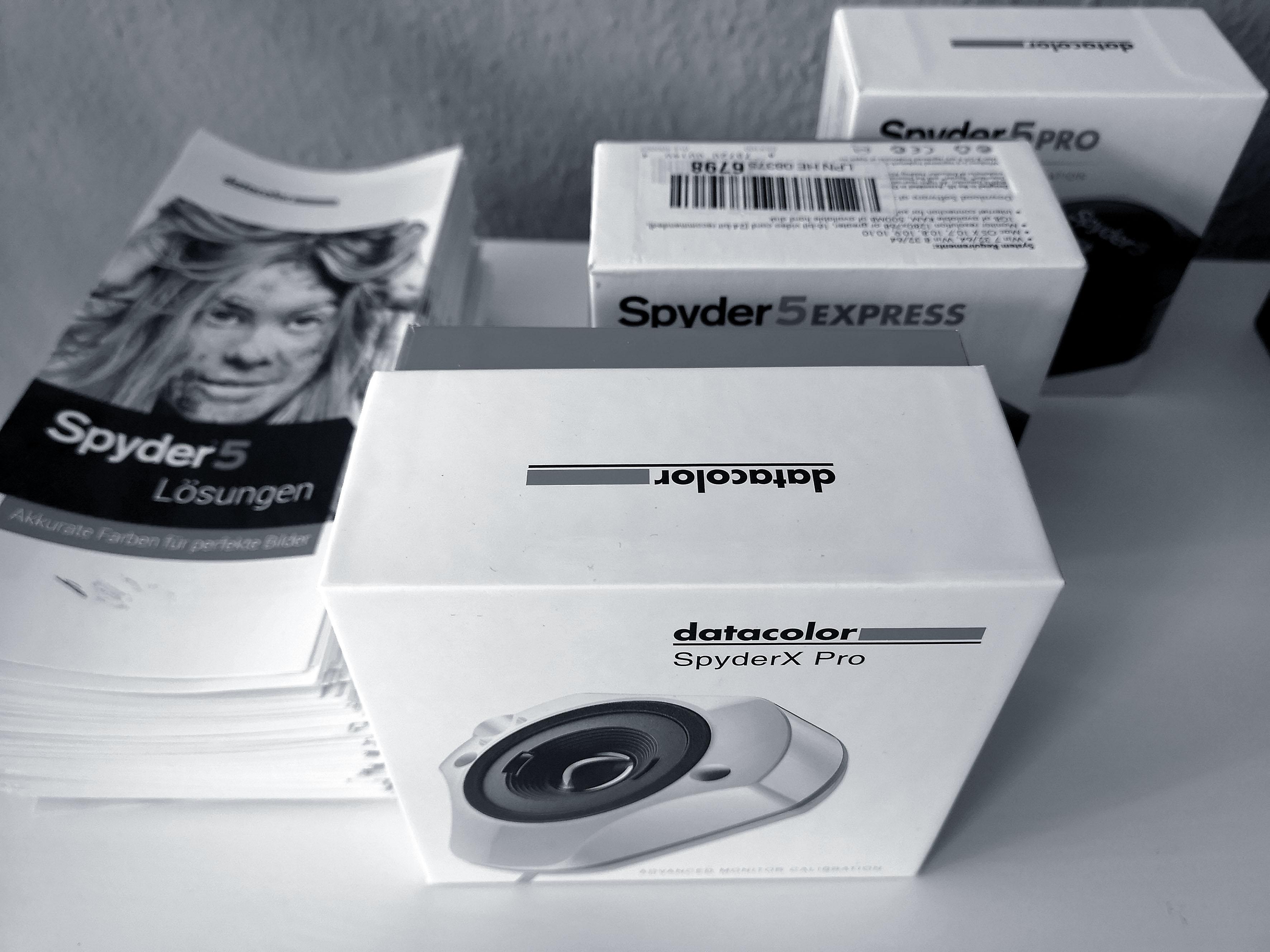 Foto: Michael B. Rehders - Ein paar Sensoren von Datacolor (Spyder 5 und X) hatte ich noch da, falls jemand sein Messequipment vergessen haben sollte.