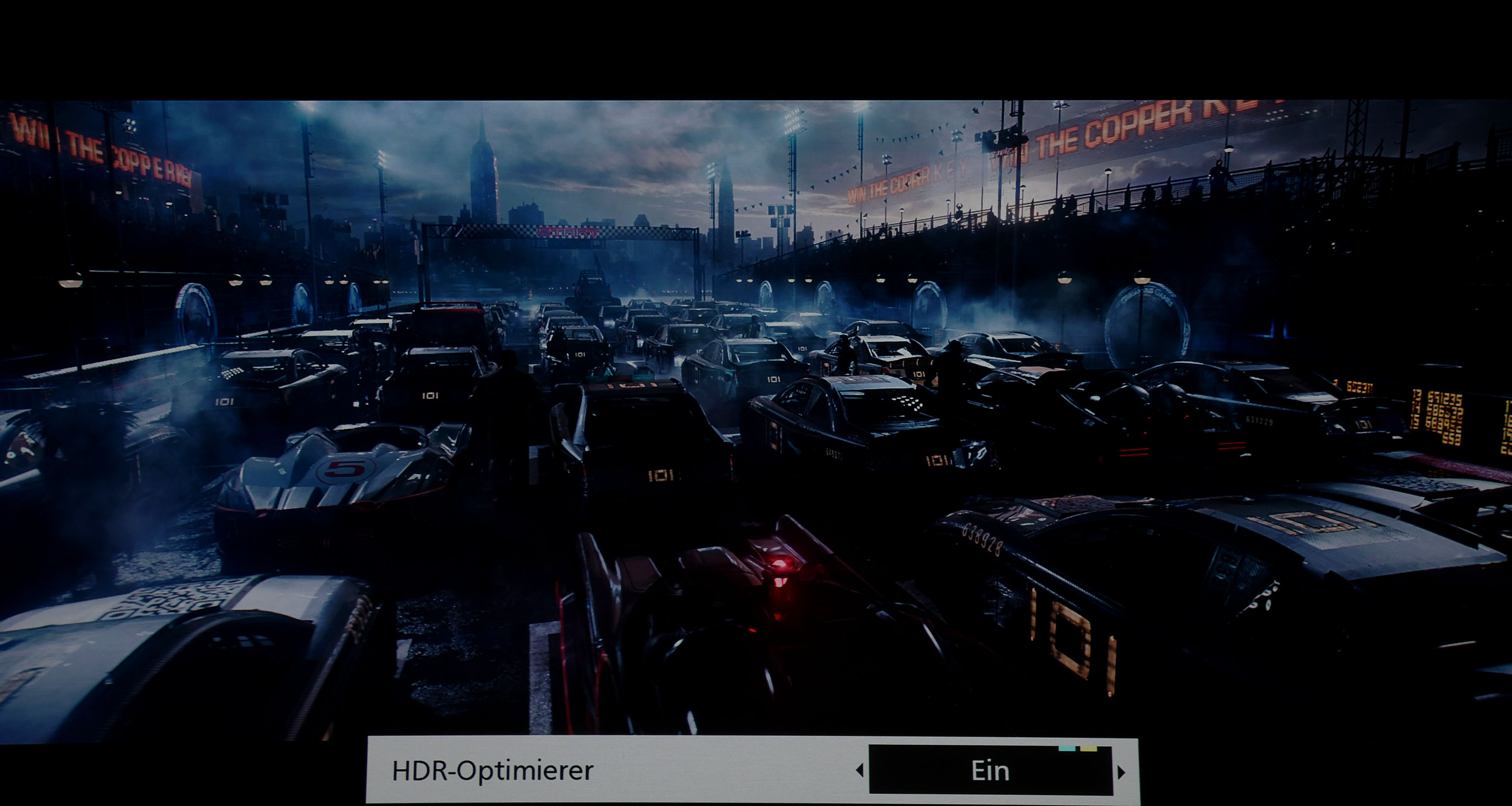 Ready Player On – Auch in dieser Szene sind alle Inhalte zu sehen, wenn ein TV-Gerät oder Projektor auf 500 Nits eingestellt ist – und auf diesen Wert das Tone Mapping erfolgt.