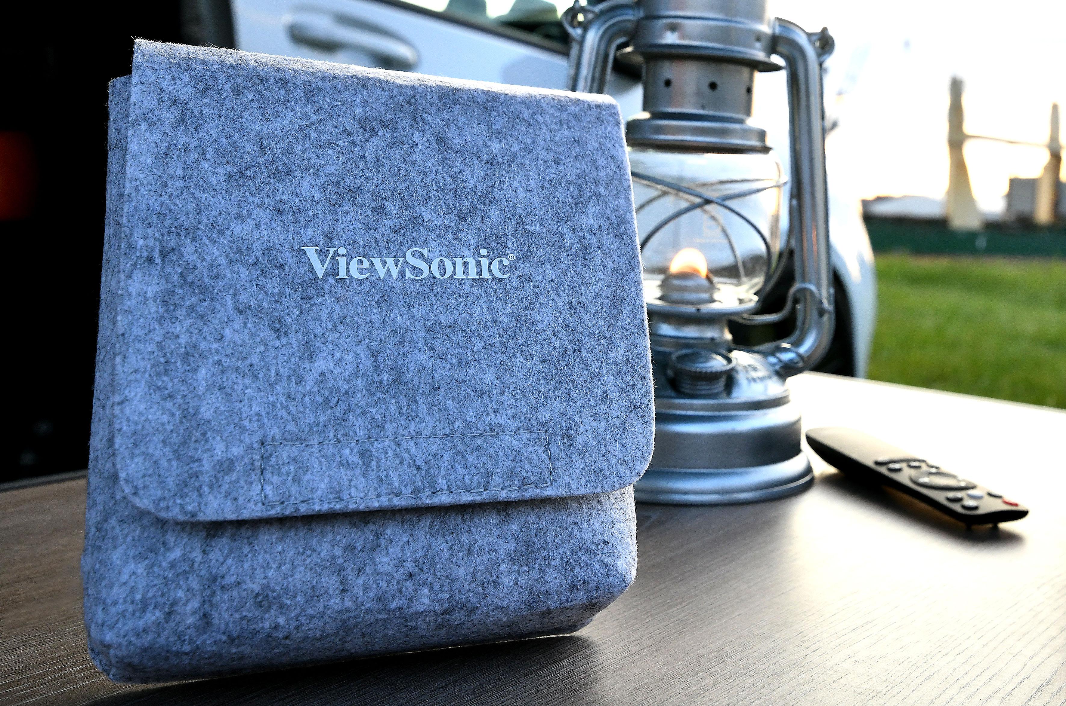 Foto: Michael B. Rehders Für den Transport hat ViewSonic diese schicke graue Tasche spendiert. Sie gehört zum Lieferumfang des M1+ dazu, genauso wie die kleine und handliche Fernbedienung.