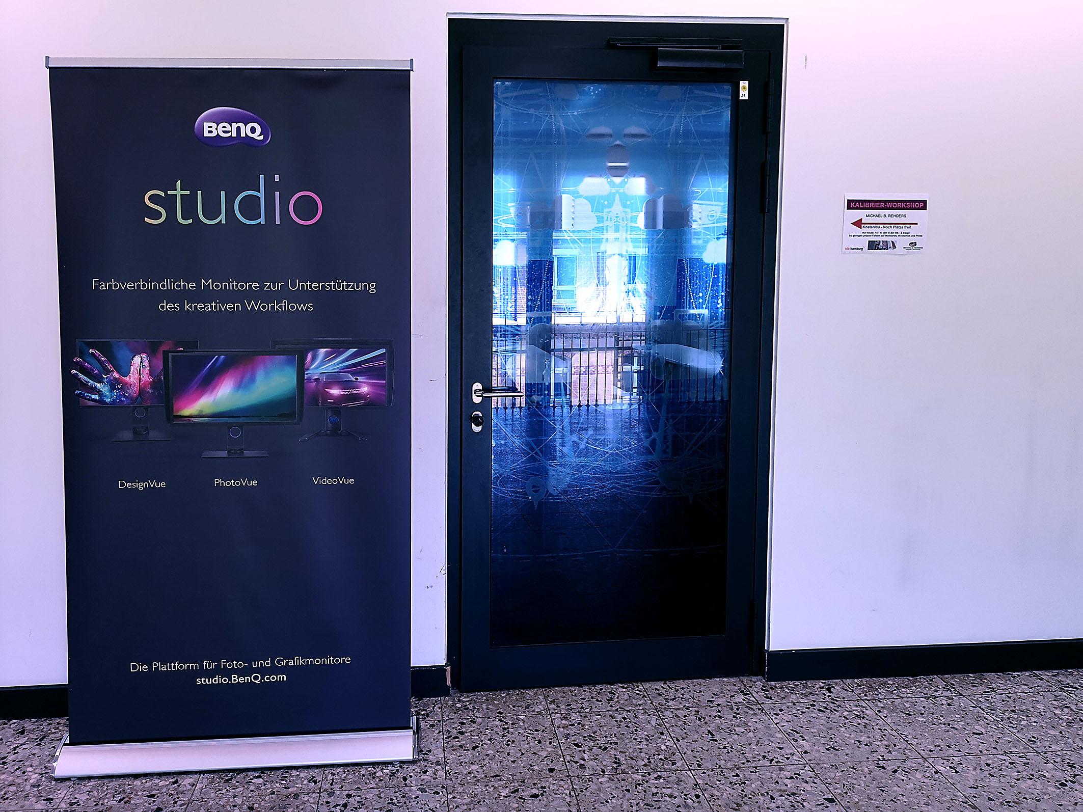 Foto: Michael B. Rehders - Hinter dieser Tür befindet sich der angenehm klimatisierte Vortragsraum der HTK.