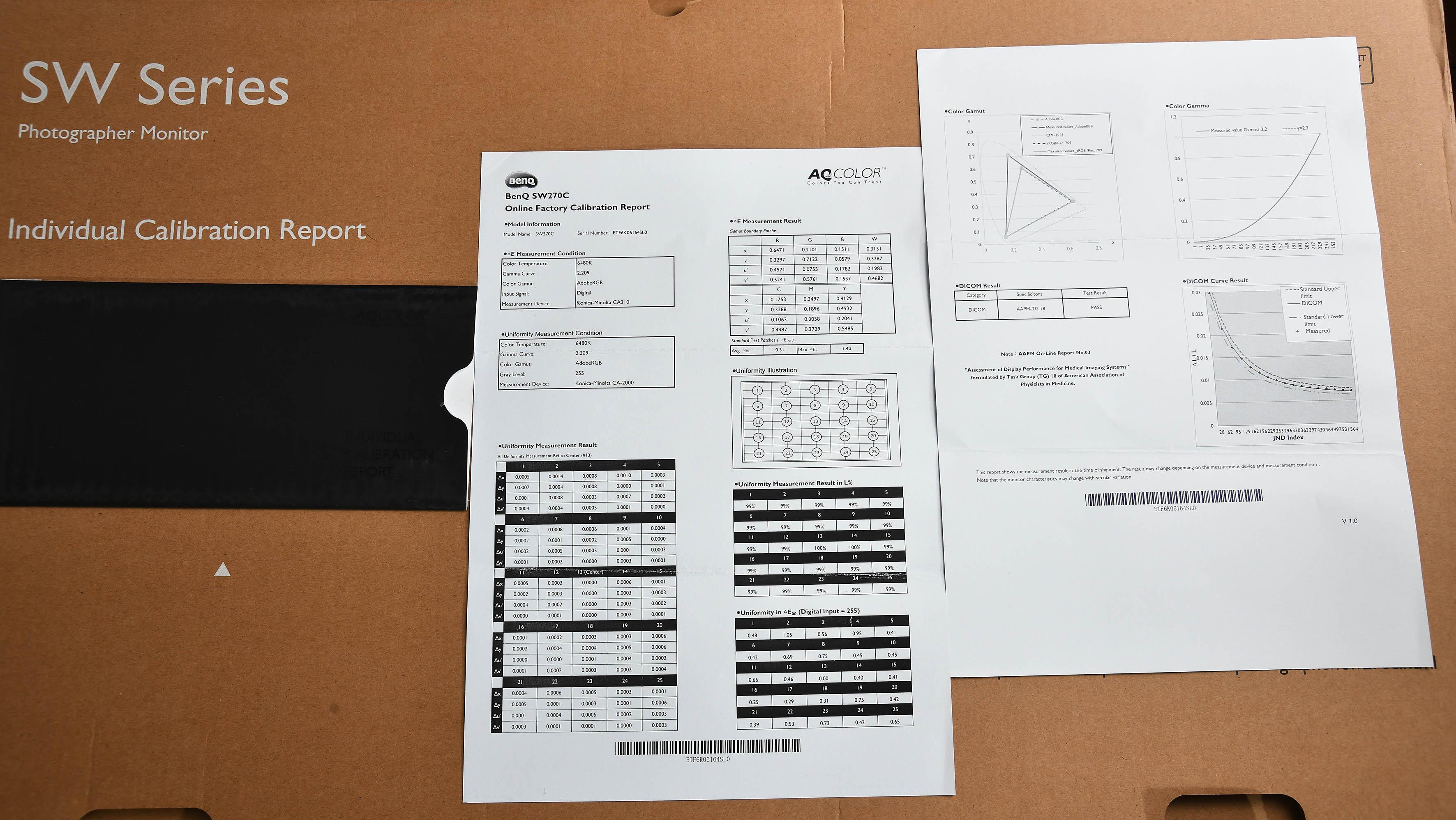 Foto: Michael B. Rehders – Zwei Messprotokolle liegen dem BenQ SW270C bei. Laut der Protokolle soll die Farbtemperatur 6480 Kelvin (D65) betragen; und fast genau diesen Wert zeigt mein Messequipment während der Kontrollmessung an (6481 Kelvin).