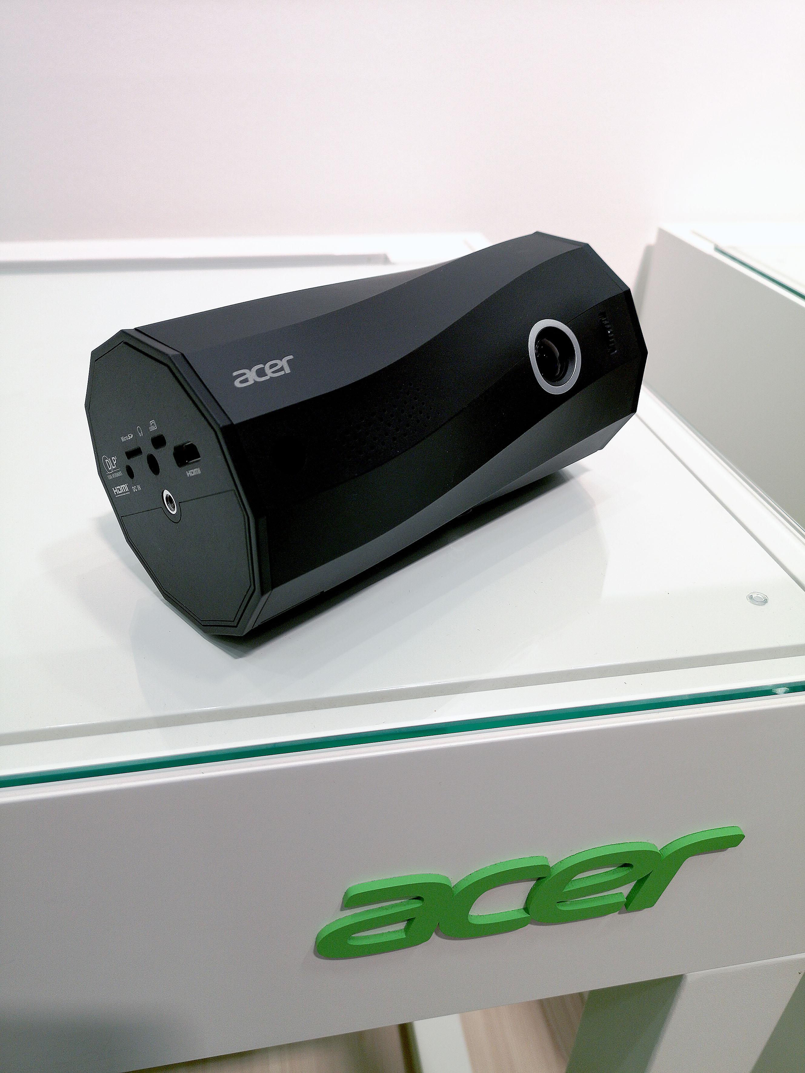 Foto: Michael B. Rehders - Acer C250i - portabler LED-Projektor für 399,- Euro