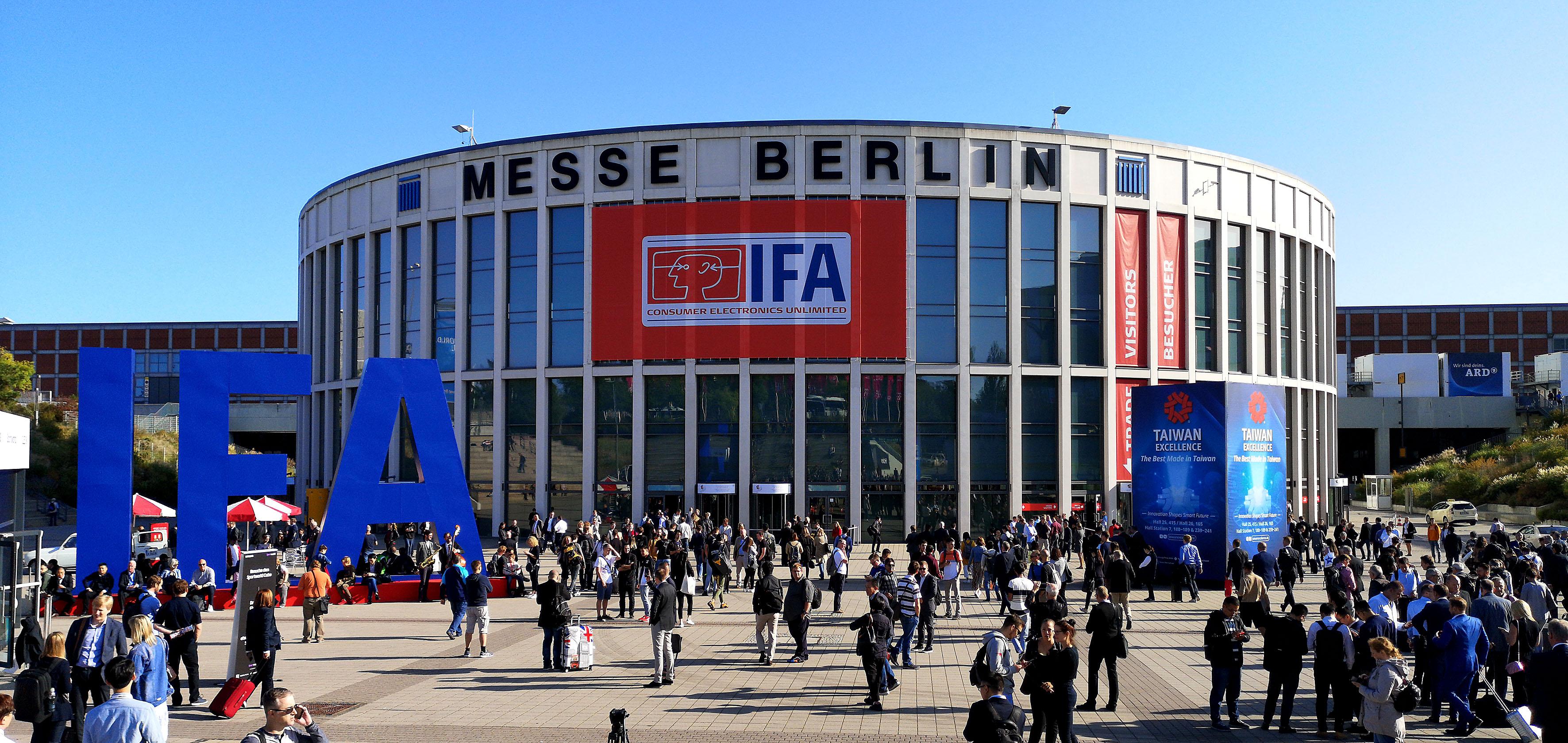 Foto: Michael B. Rehders - Berlin, kurz vor 10 Uhr. Großer Ansturm auf die IFA 2019.