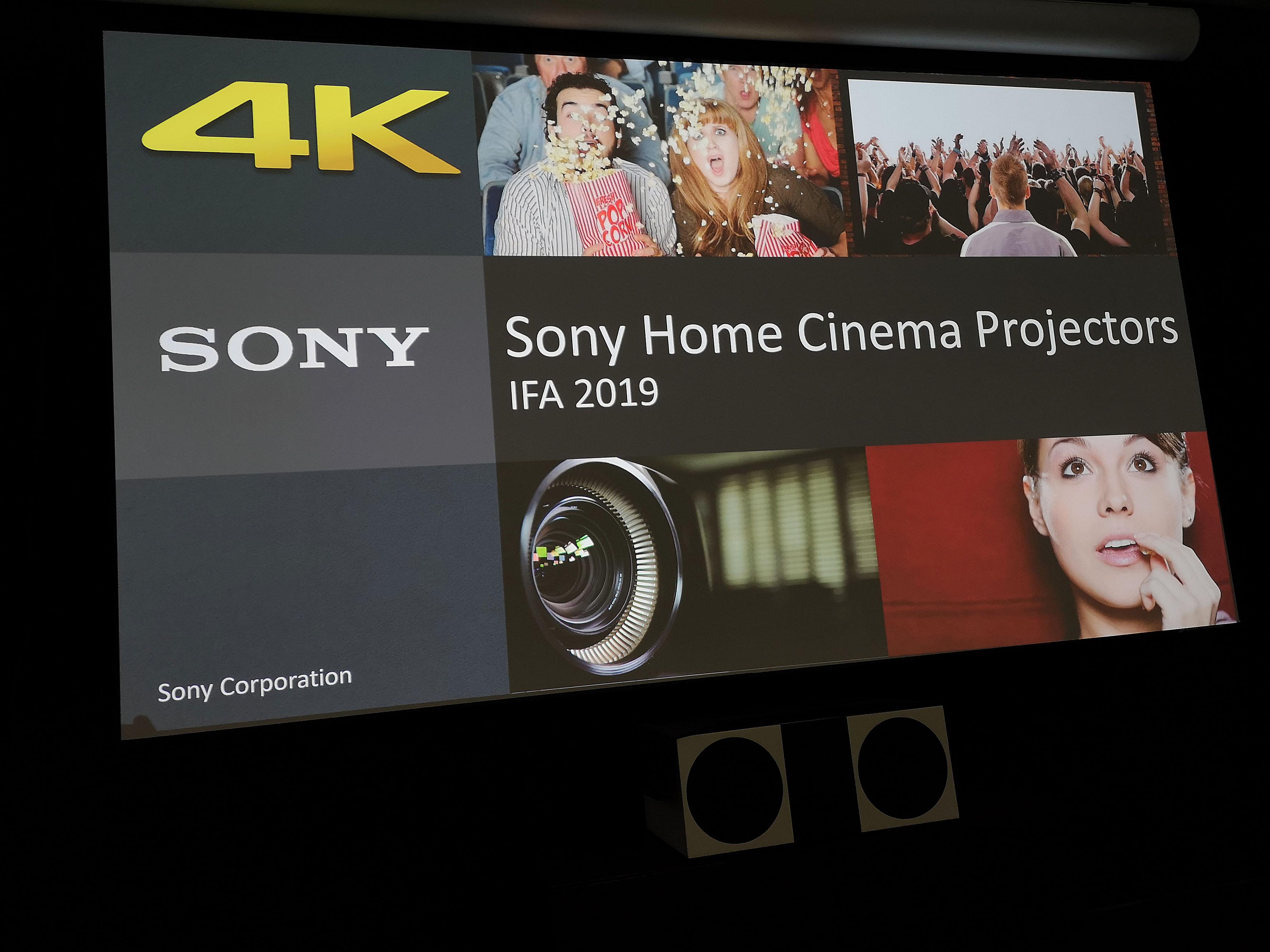 Foto. Michael B. Rehders - Die Neuerungen der aktuellen Heimkino-Projektoren werden auf einer großen Leinwand präsentiert.