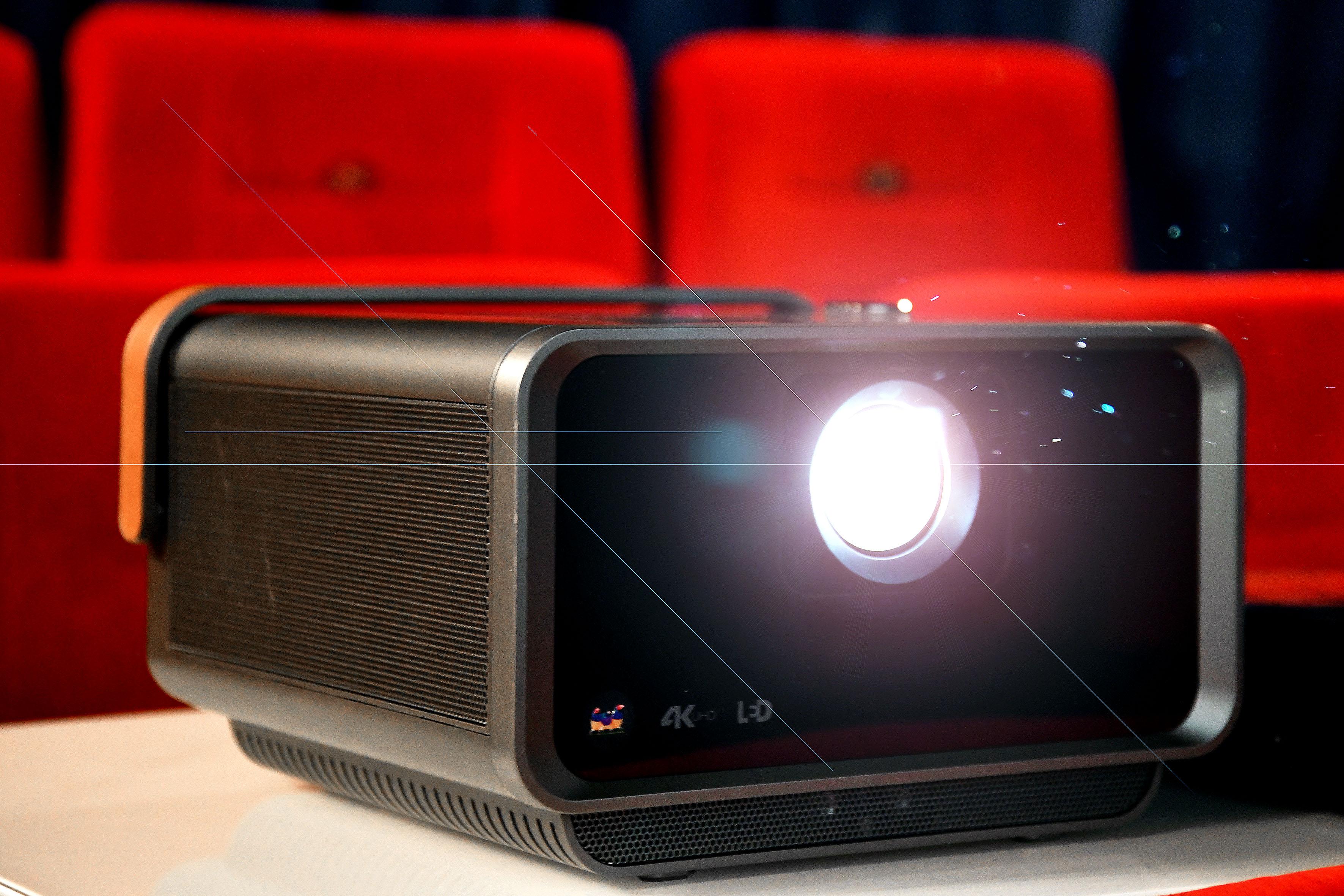 Macht in meinem Heimkino ein gutes Bild: Der ViewSonic X10-4K. Foto: Michael B. Rehders