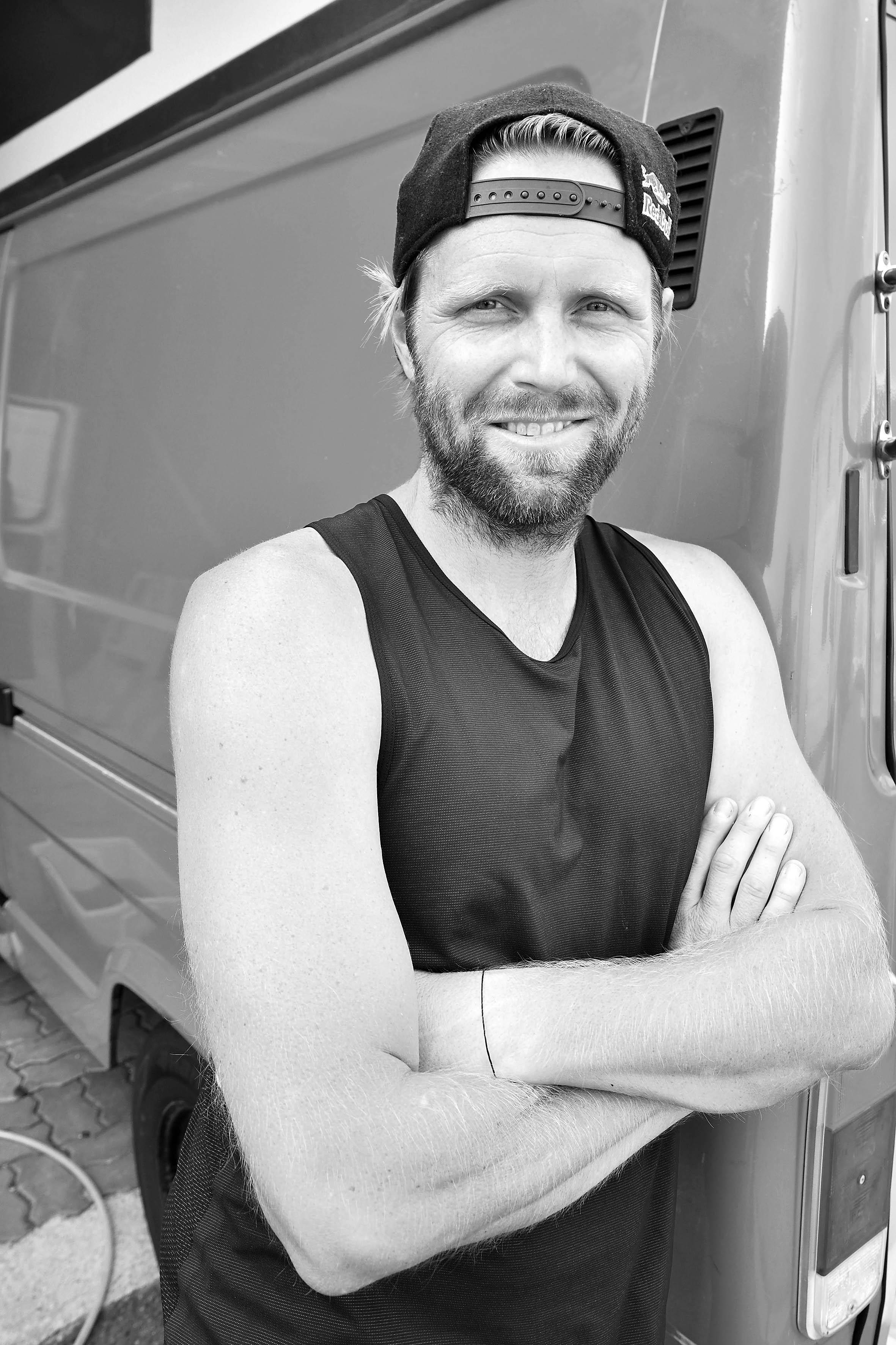 Stolzer Mini-Van-Besitzer: Beachvolleyballer Julius Brink. Olympiasieger (2012), Weltmeister (2009), Europameister (2006, 2011, 2012), Deutscher Meister (2006, 2007, 2010, 2011) und Beachvolleyballer des Jahres (2005, 2006, 2009, 2010, 2011, 2012). Foto: Michael B. Rehders