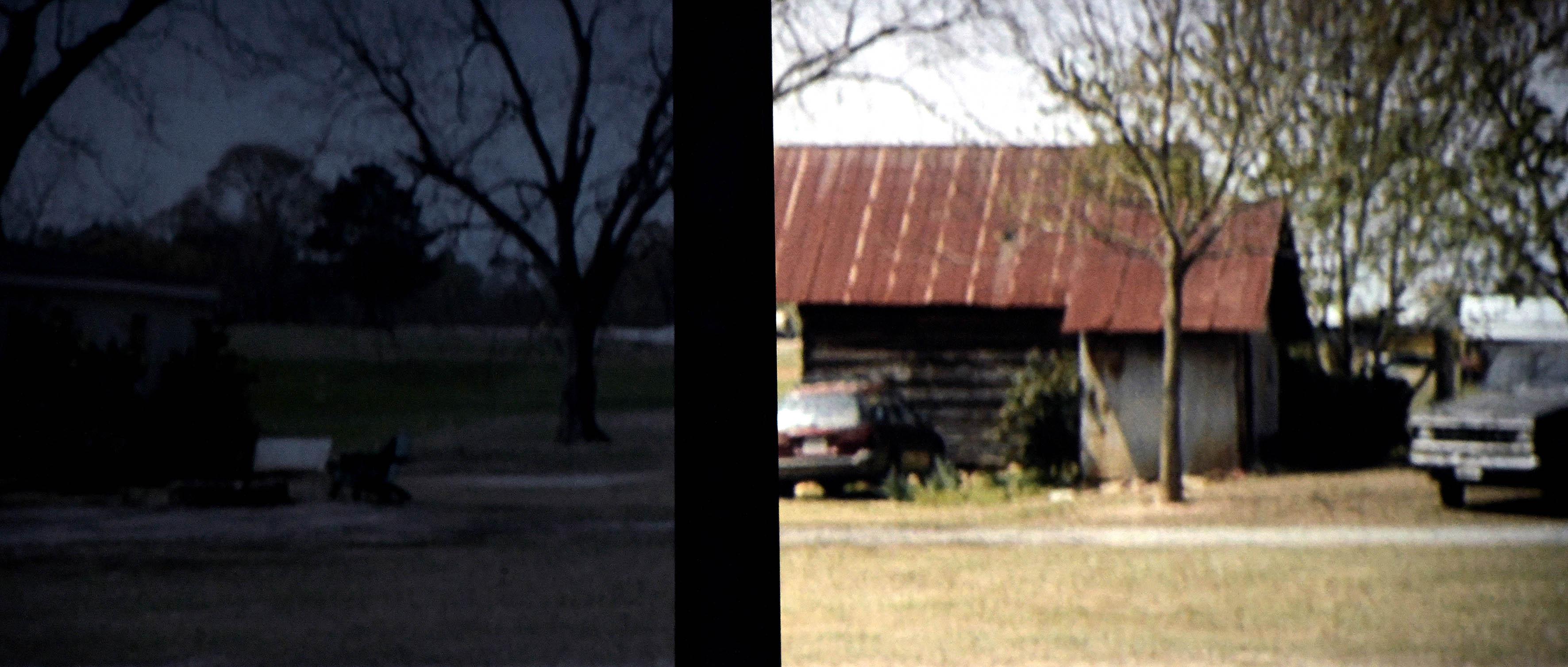 Links die Spalluto WS S CinemaFrame Ambient HC. Rechts eine standardweiße Gain-1,0-Leinwand. Während auf der standardweißen Gain-1,0-Leinwand (rechts) mit der original JVC-3D-Brille das Bild farbenfroh und hell dargestellt wird, nimmt mit derselben 3D-Brille auf der CinemaFrame Ambient HC die Leuchtdichte massiv ab, so dass kaum noch etwas vom Film erkennbar ist. Foto: Michael B. Rehders