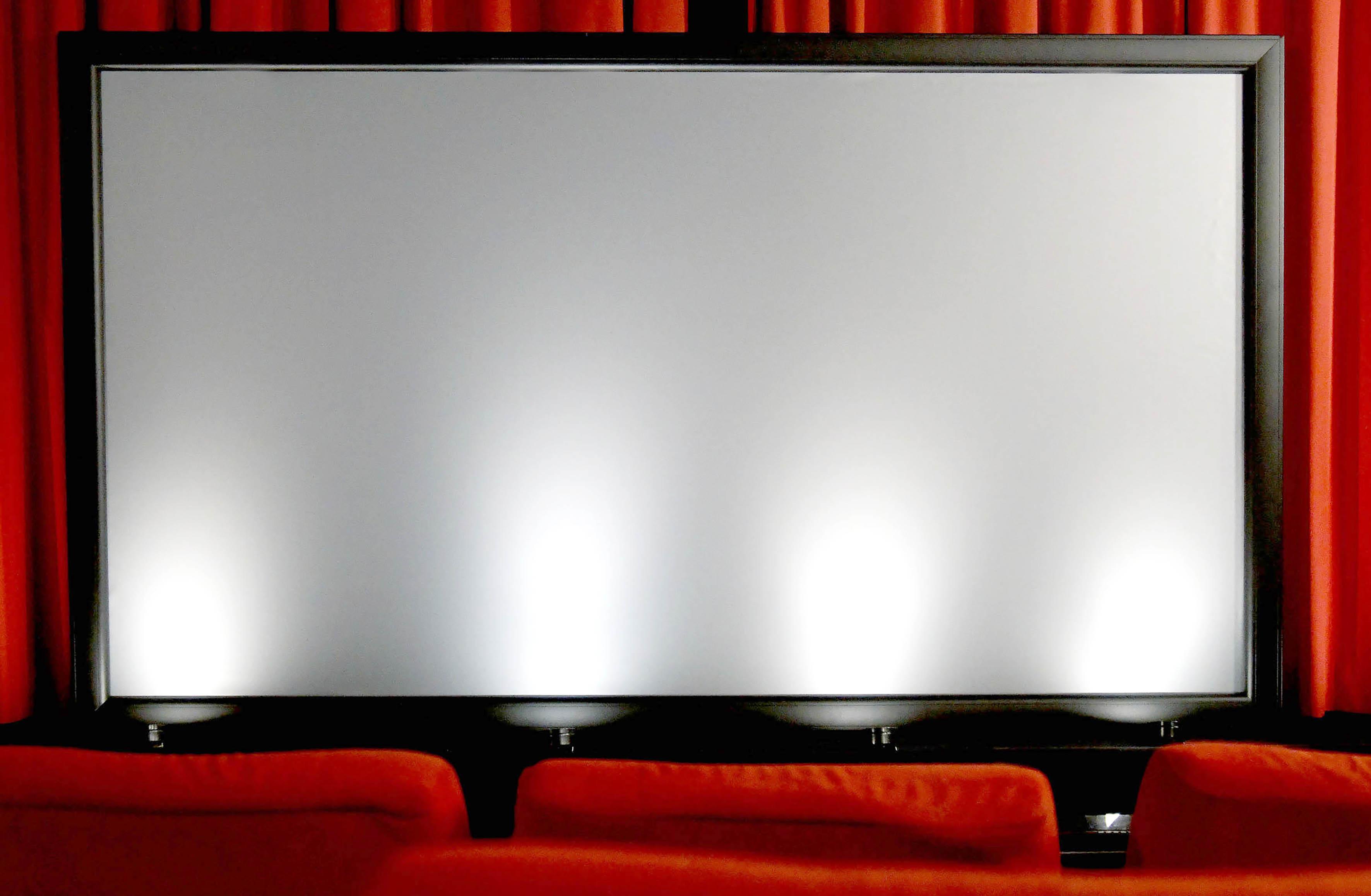 Die WS S Cinema Frame Ambient HC in meinem Heimkino. Gut zu erkennen ist die leichte graue Grundtönung. Foto: Michael B. Rehders