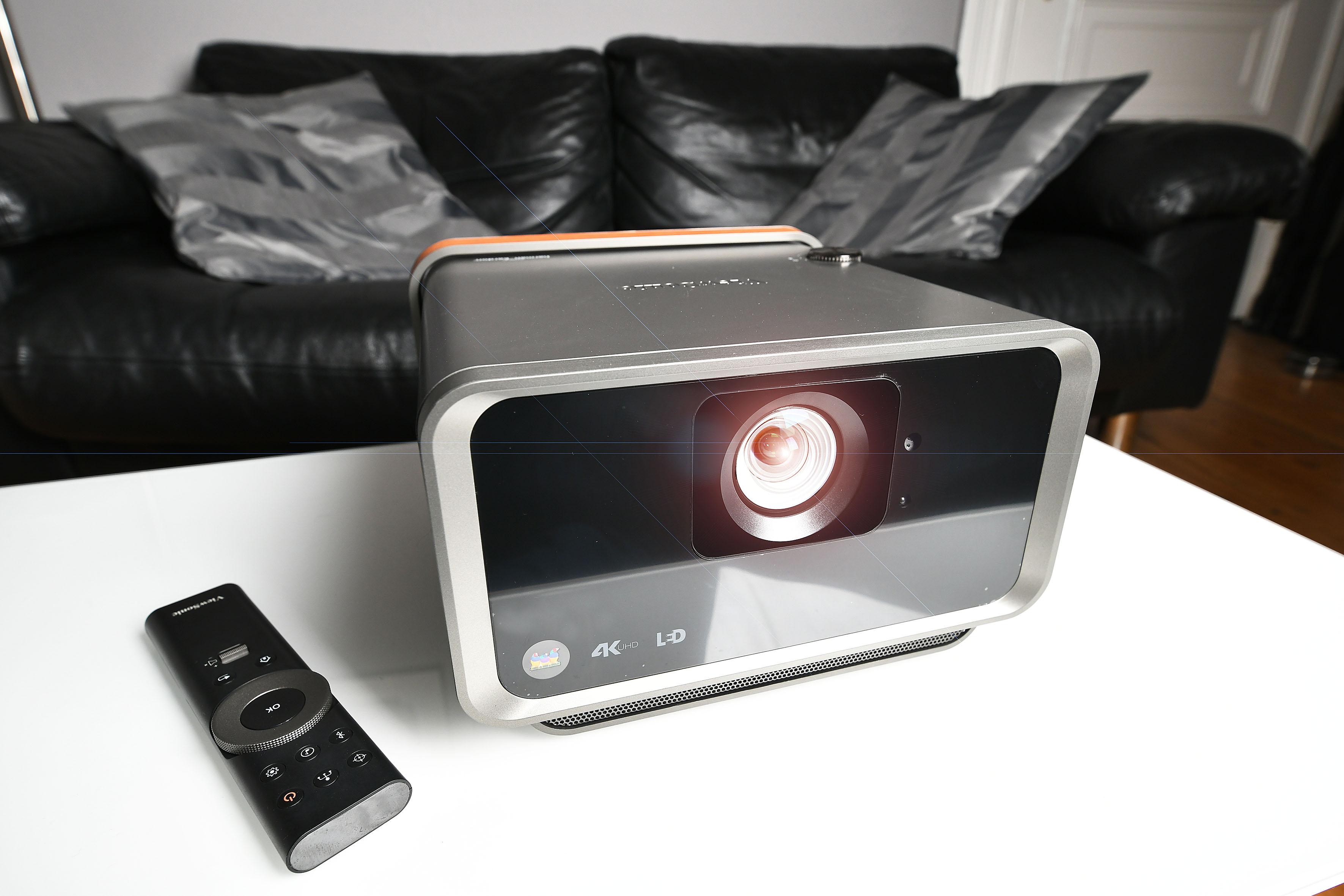 In meinem Wohnzimmer fühlt sich der ViewSonic X10-4K wohl. Foto: Michael B. Rehders