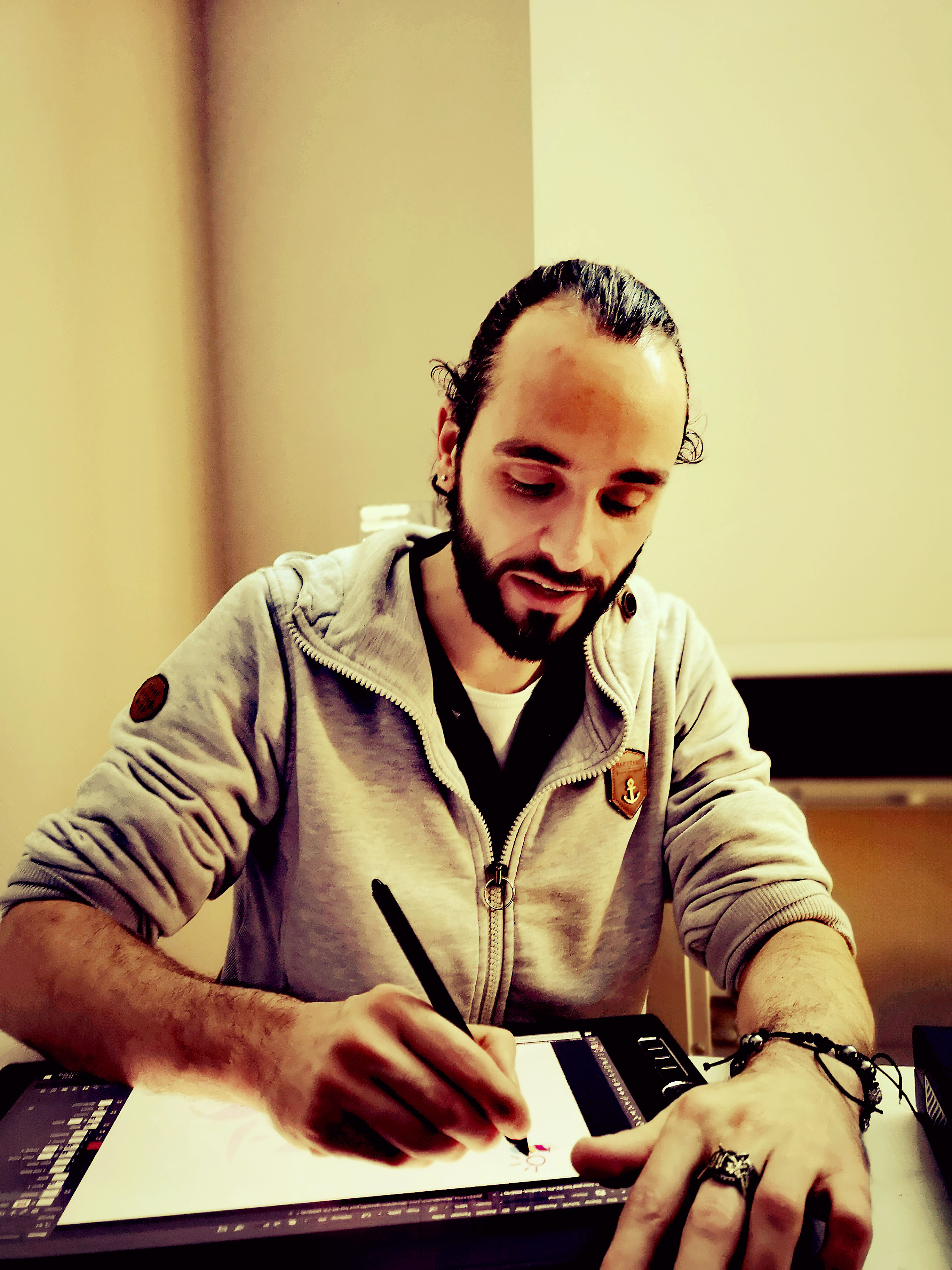 Foto: Michael B. Rehders - Mace demonstrierte live auf dem Wacom-Tablet, wie eine aufwändige Zeichnung blitzschnell und professionell entsteht.